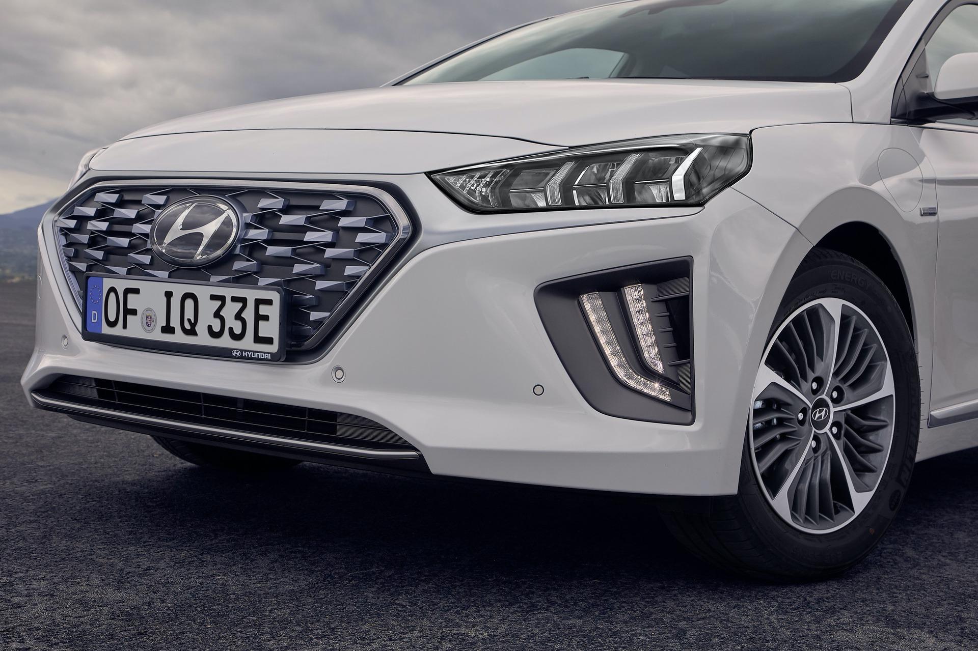 New-Hyundai-IONIQ-Plug-in-16