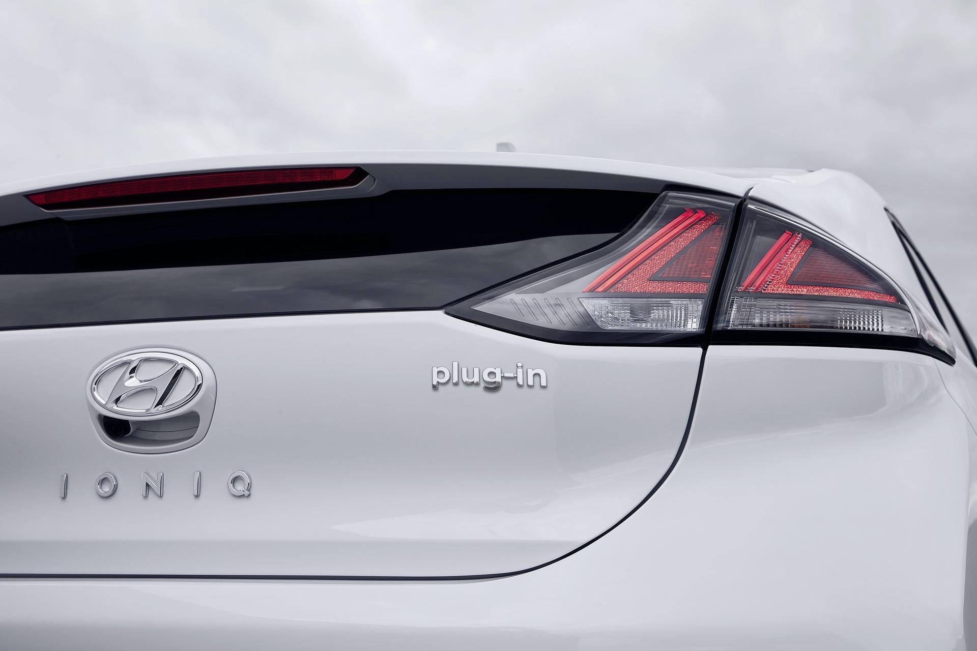New-Hyundai-IONIQ-Plug-in-18