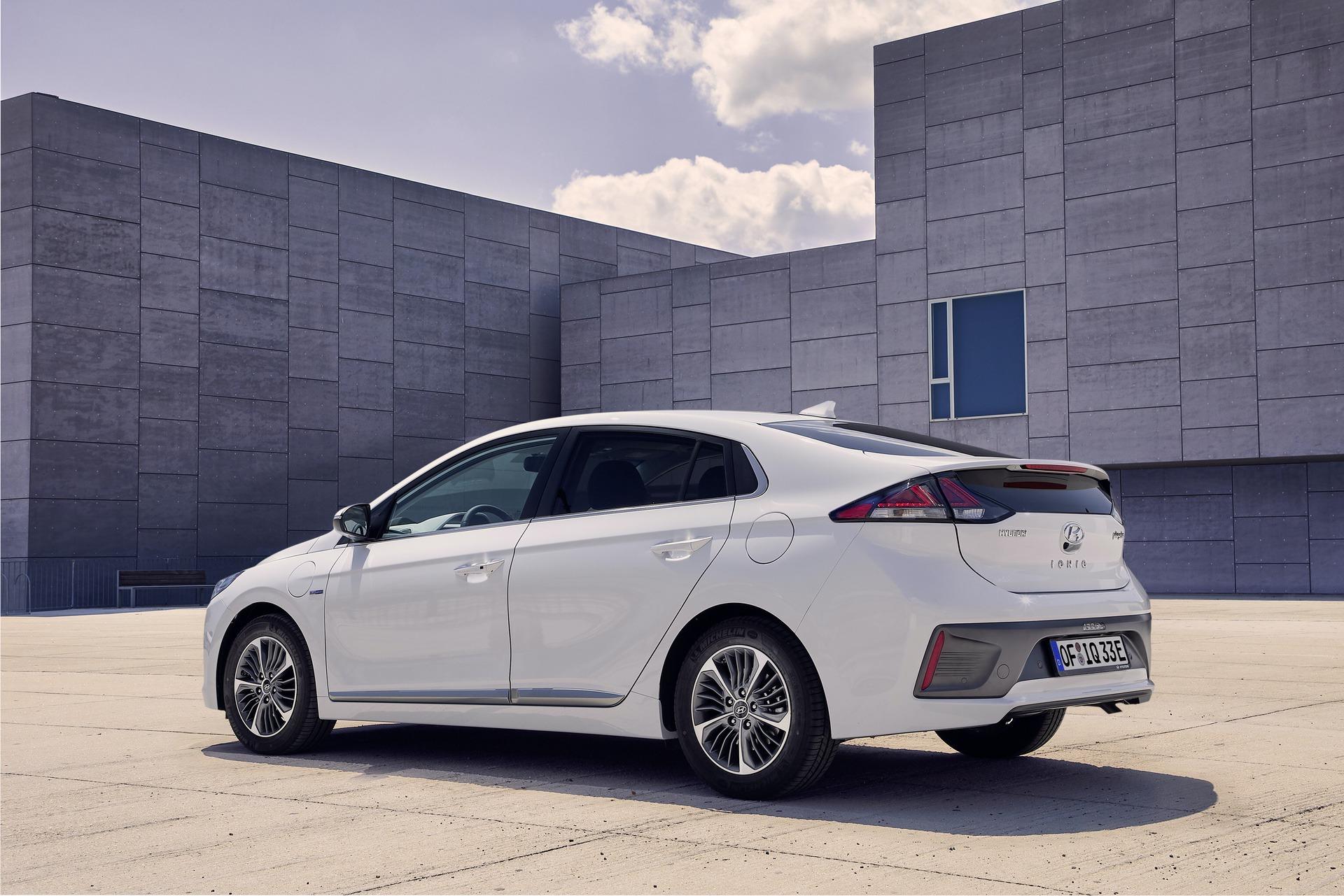 New-Hyundai-IONIQ-Plug-in-2