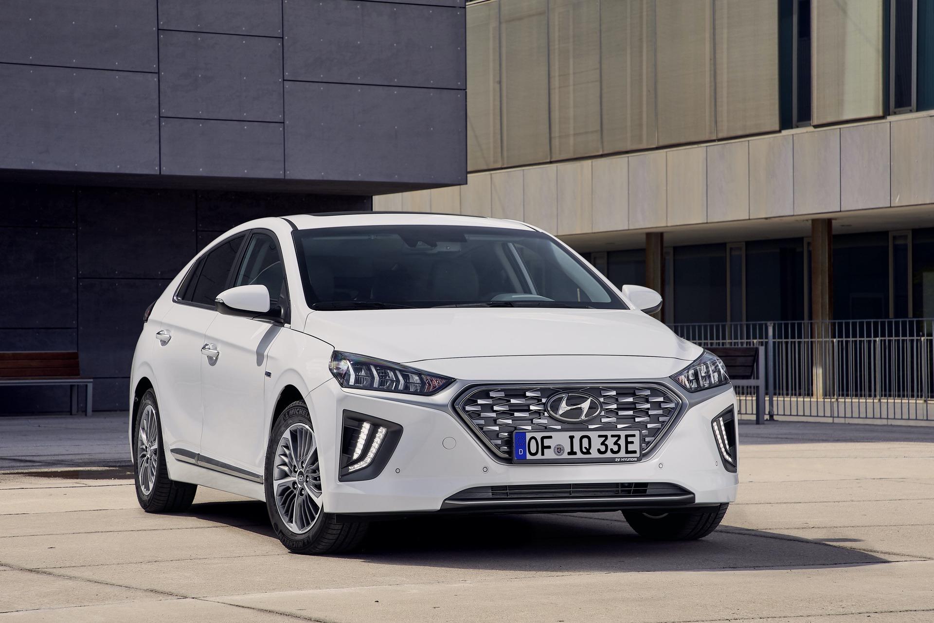 New-Hyundai-IONIQ-Plug-in-3