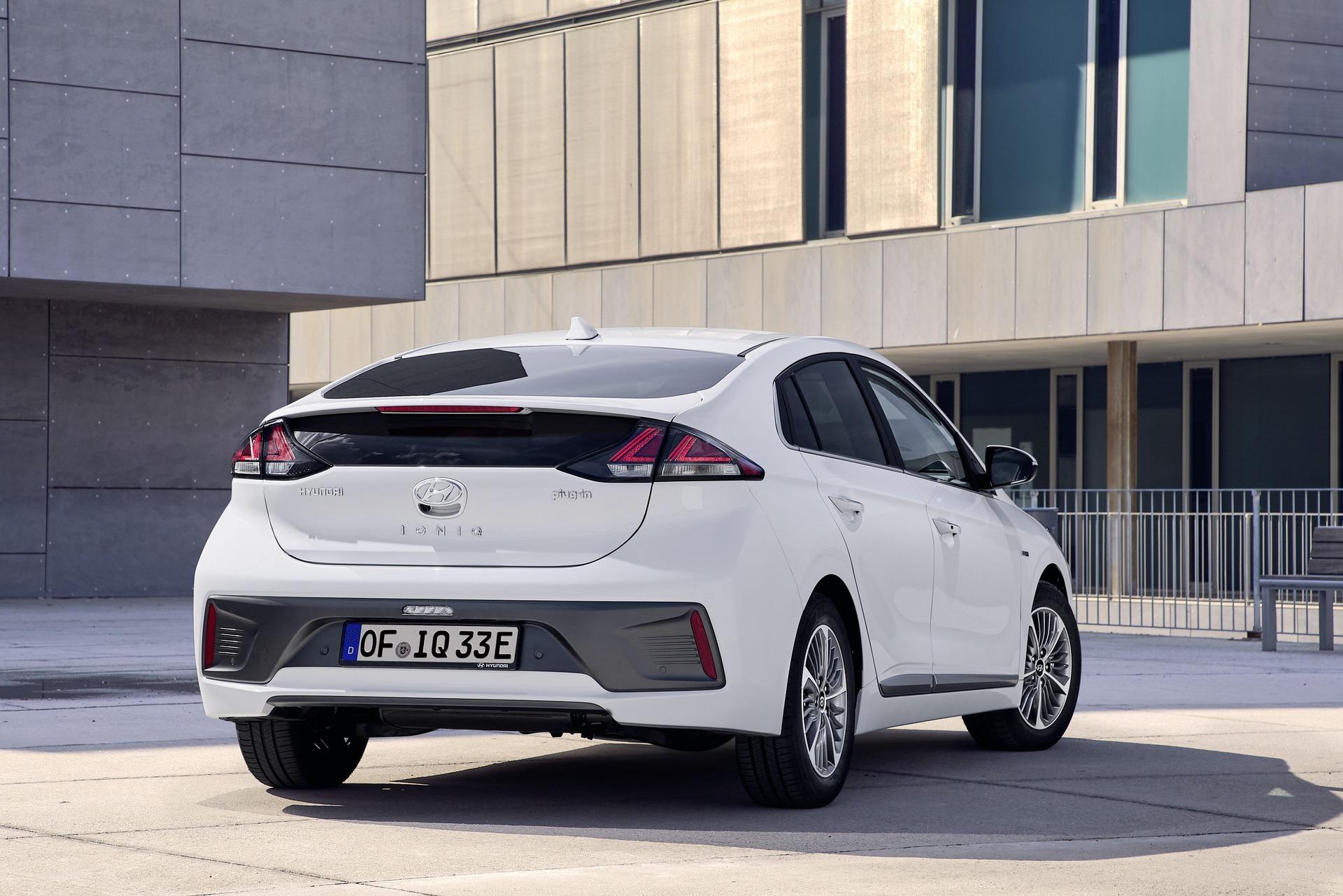 New-Hyundai-IONIQ-Plug-in-4