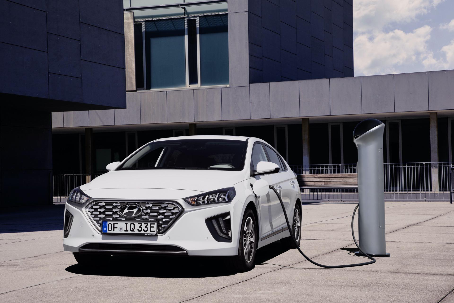 New-Hyundai-IONIQ-Plug-in-6