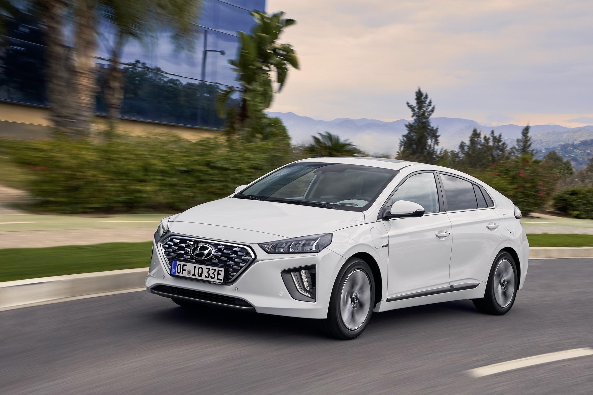 New-Hyundai-IONIQ-Plug-in-7