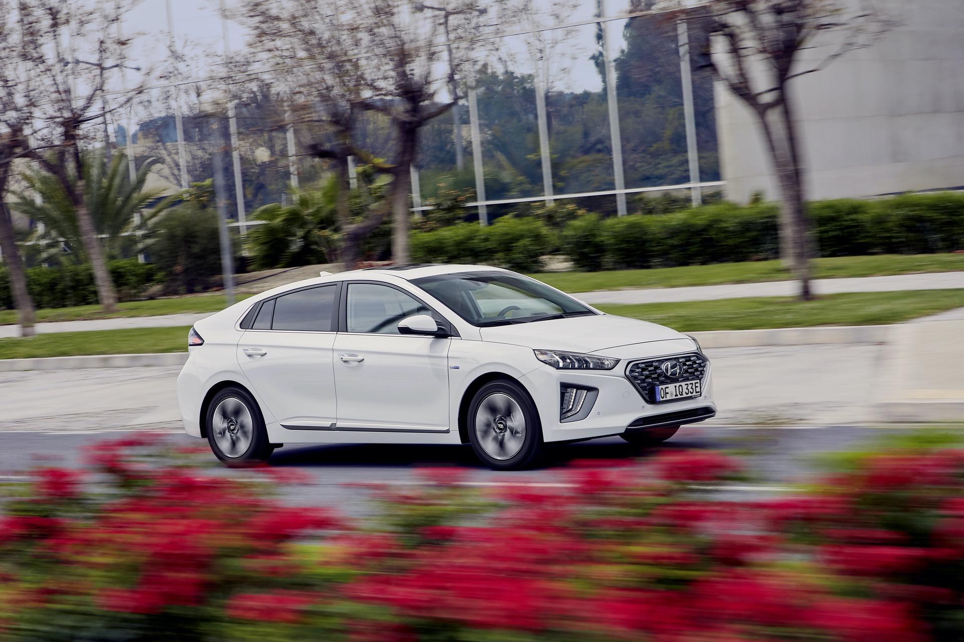 New-Hyundai-IONIQ-Plug-in-8