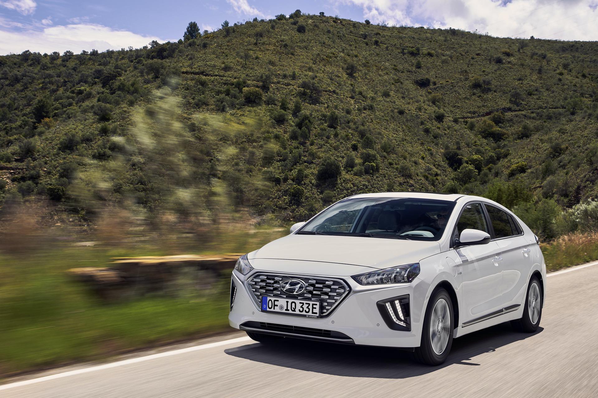 New-Hyundai-IONIQ-Plug-in-9