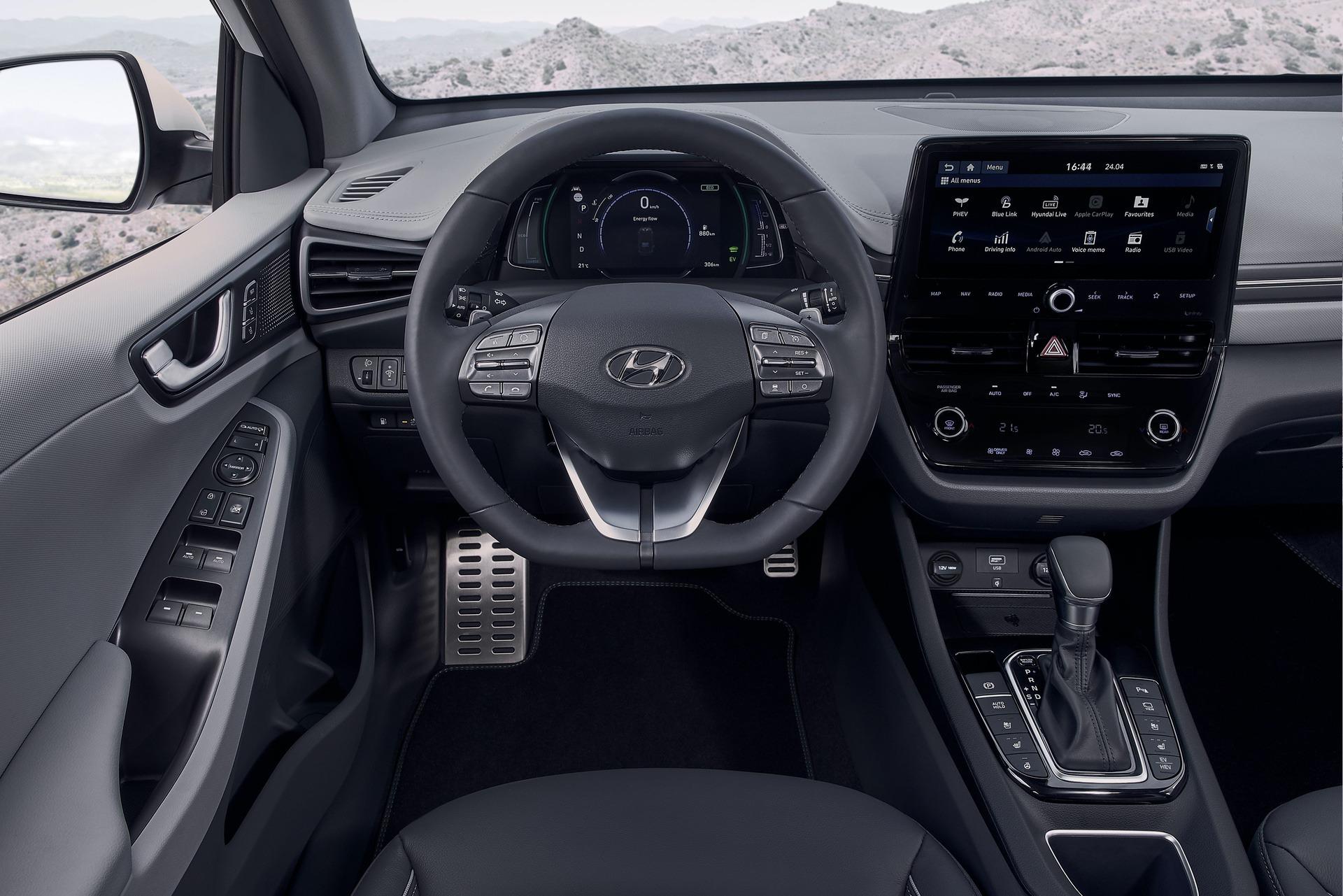 New-Hyundai-IONIQ-Plug-in-Interior-1