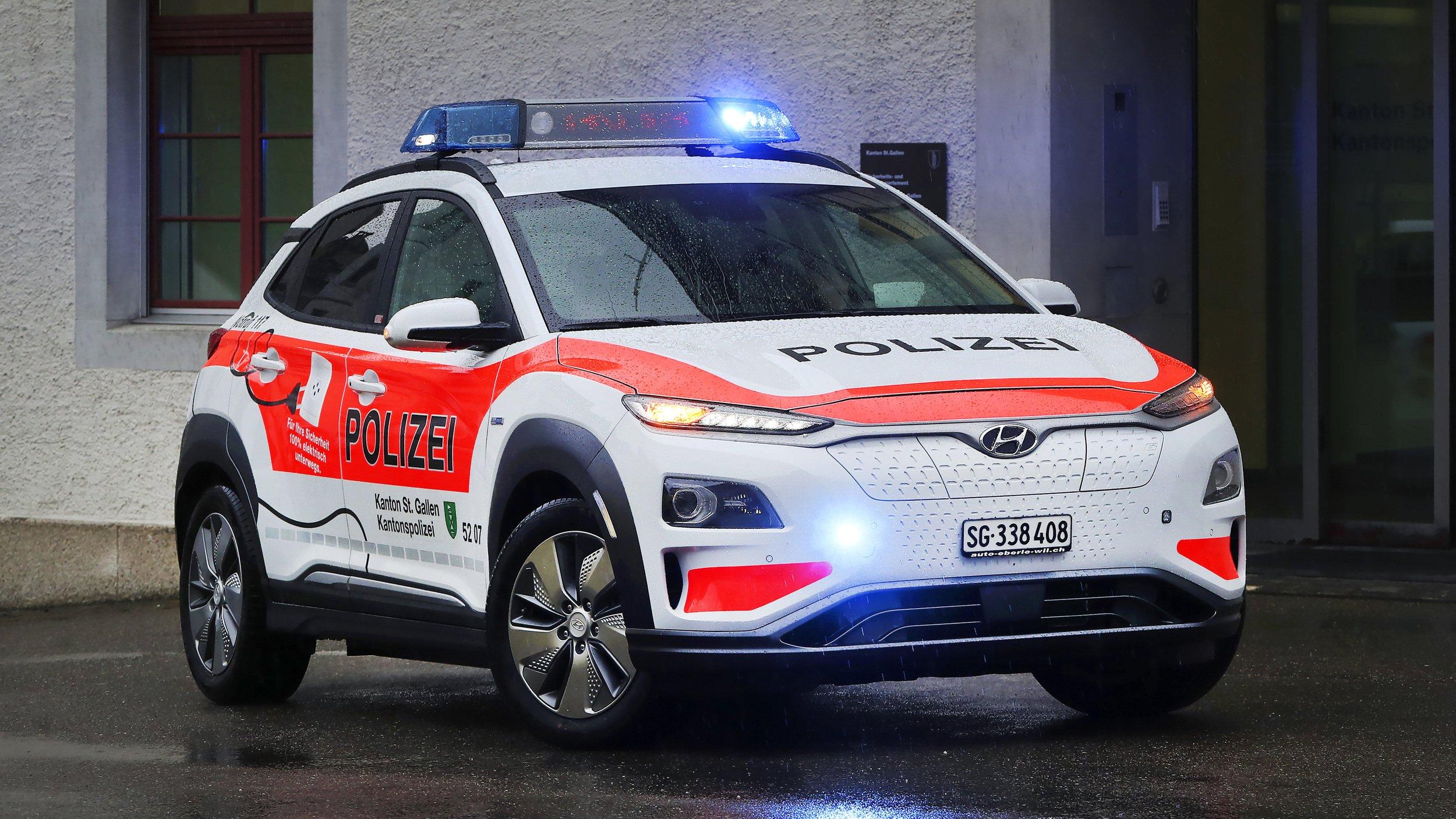 Hyundai_Kona_Electric_Police_0000