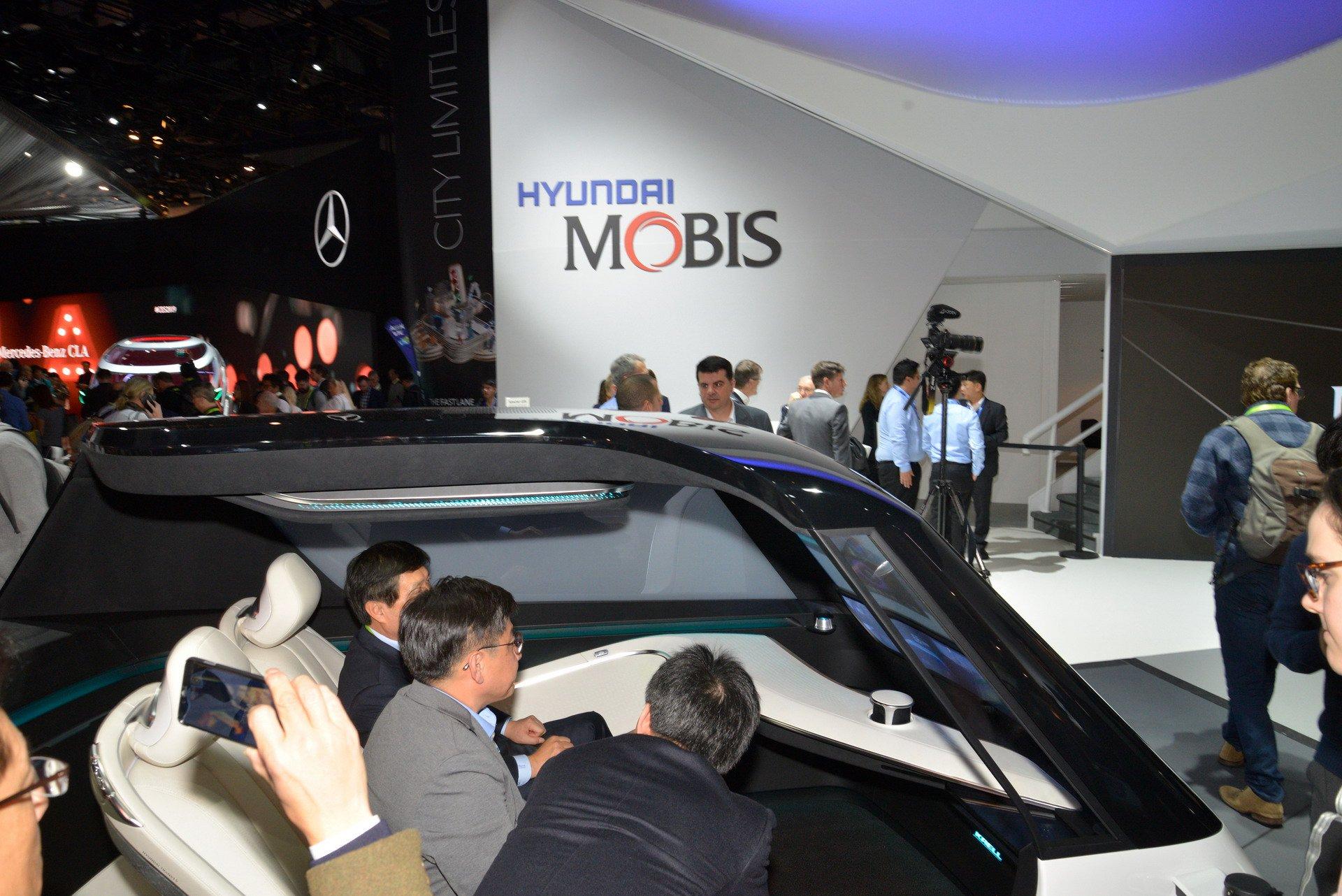 Hyundai MobisAutonomous Driving Interior Concept (2)