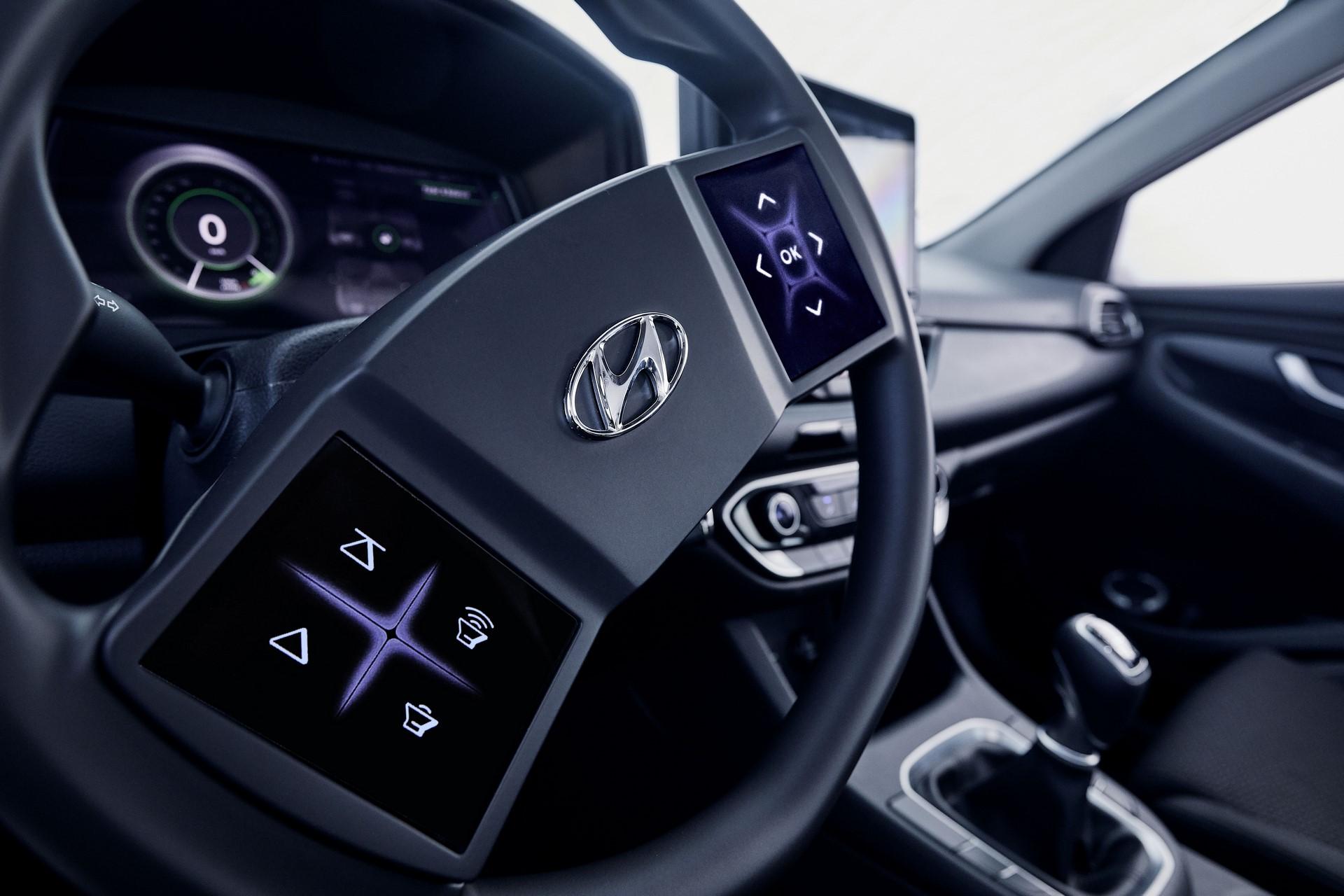Hyundai-Virtual-cockpit-2019-Hyundai_TechDay_i30_Workshop_238-5