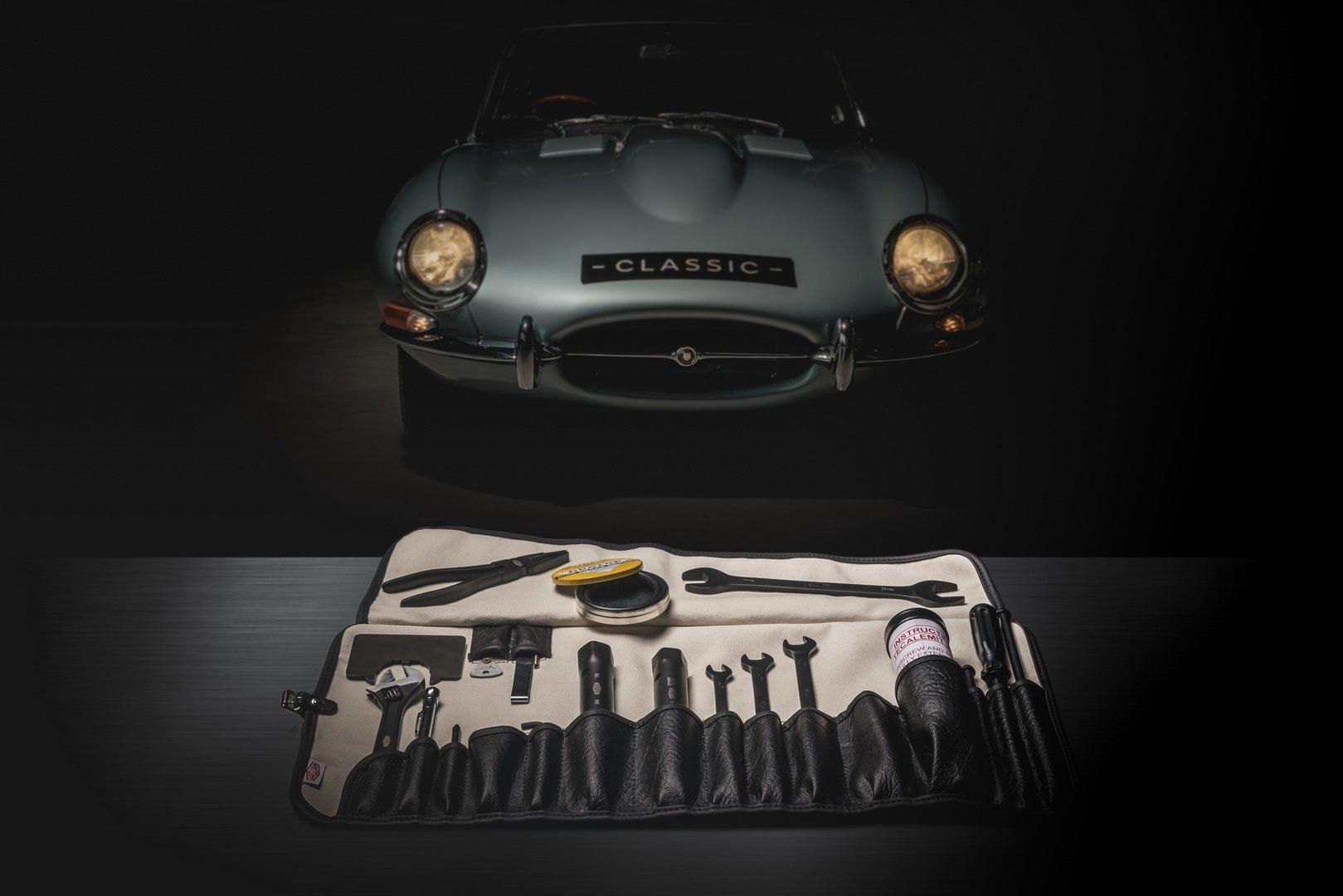 Jaguar_E-Type_Toolkit_0000