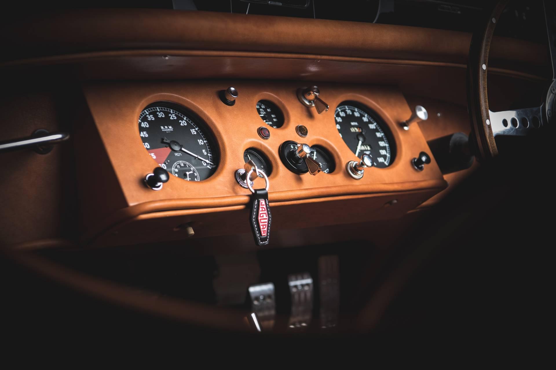 Jaguar-XK120-1954-restored.-3
