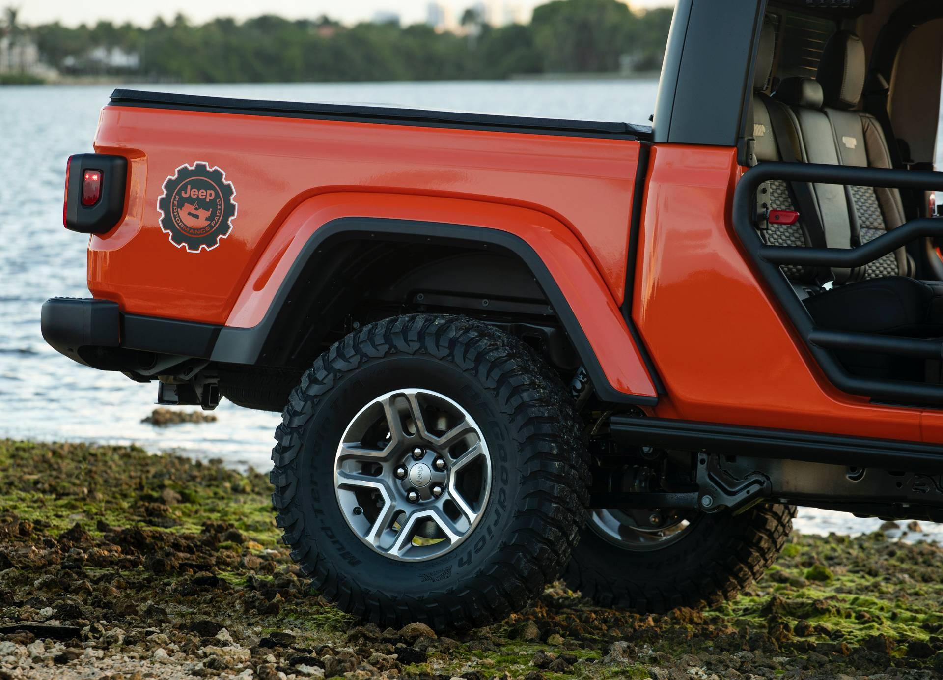 "2020-jeep-gladiator-""three-o-five""-edition-10"