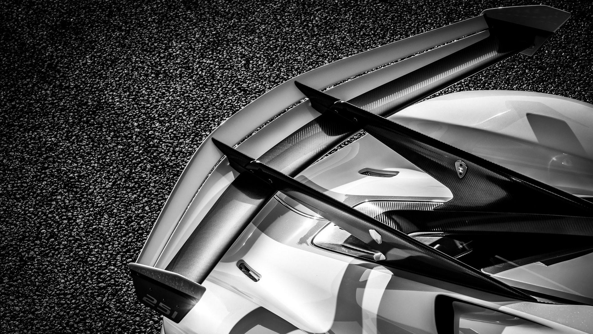 Koenigsegg-Jesko-in-Lucerne-12