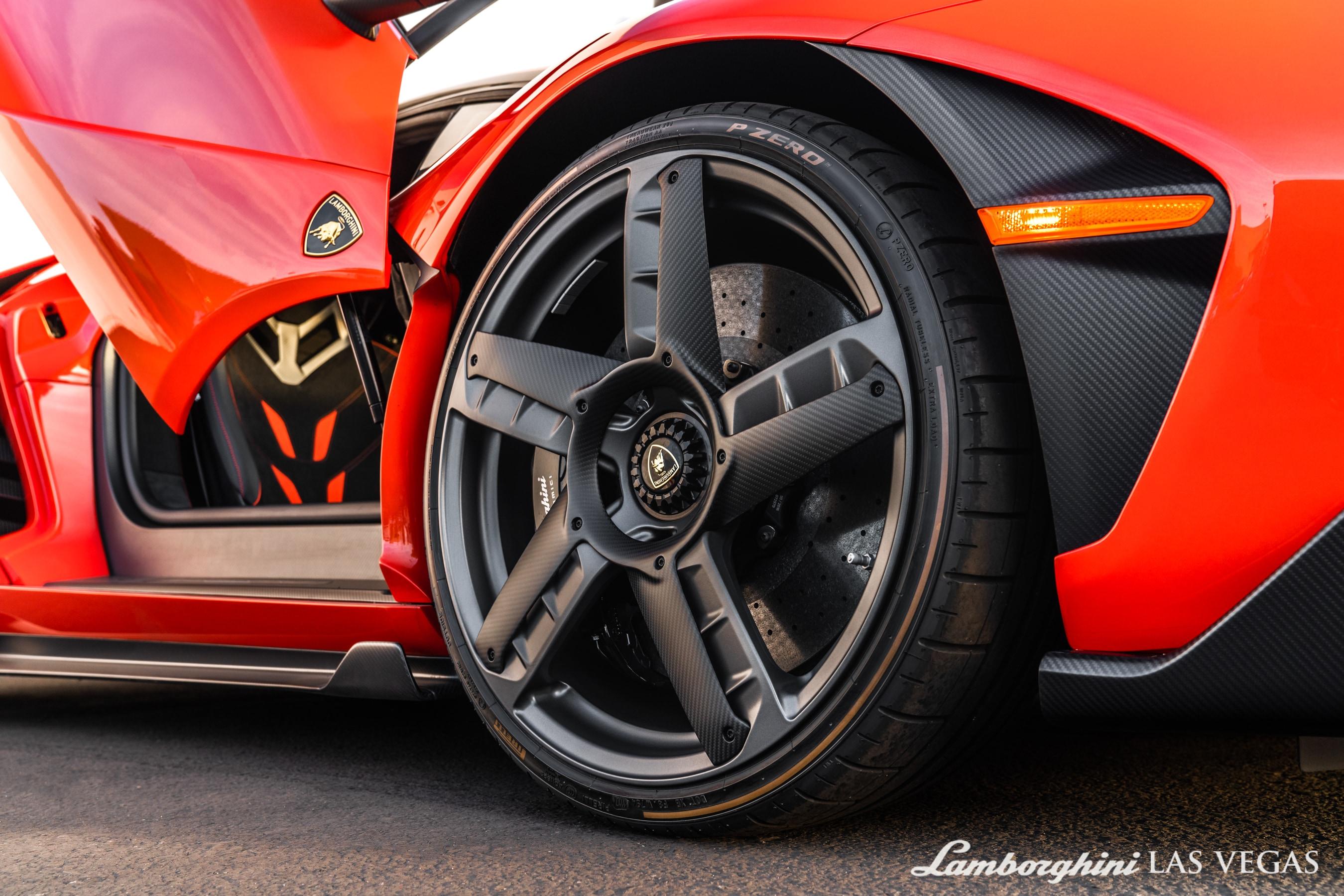 2017_Lamborghini_Centenario_for_sale_0042