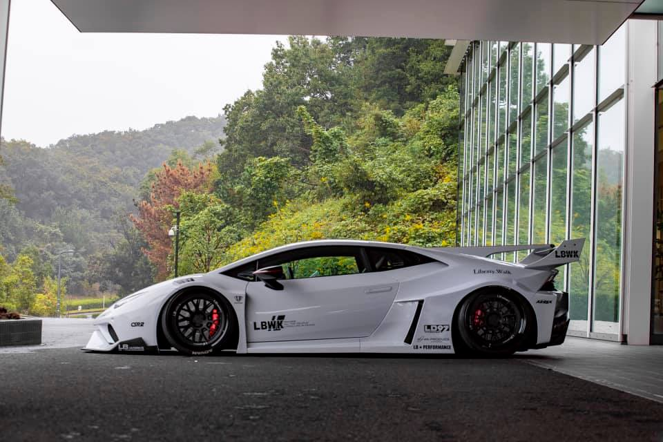 Lamborghini-Huracan-bodykit-by-Liberty-Walk-2