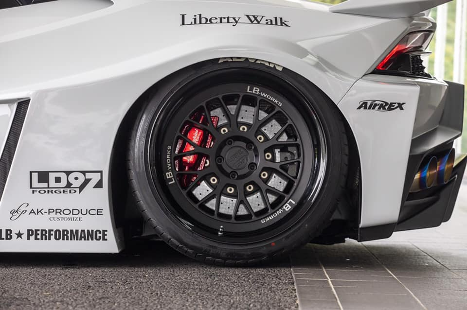 Lamborghini-Huracan-bodykit-by-Liberty-Walk-7