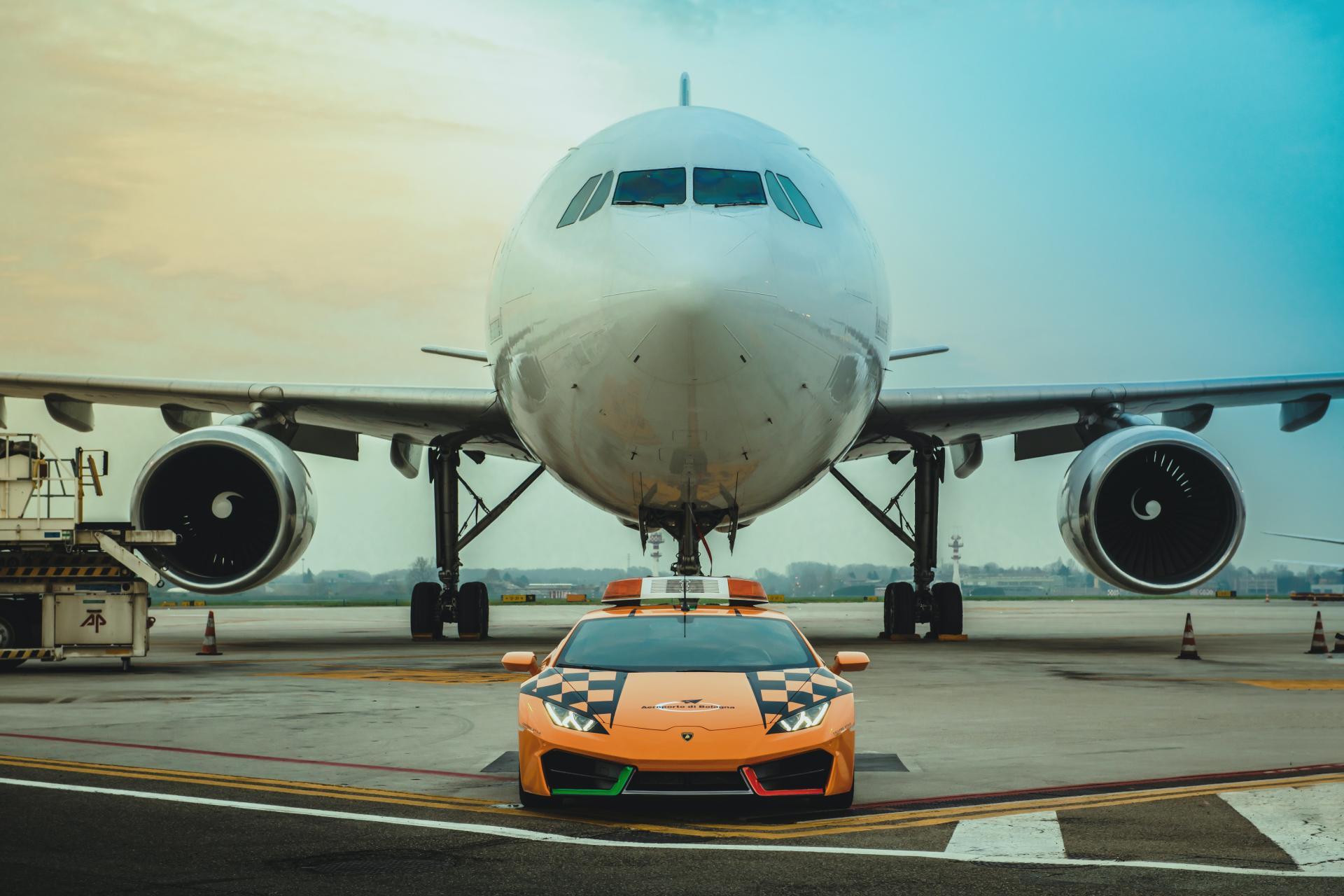 Lamborghini-Huracan-RWD-Follow-Me-Car-Bologna-Airport-1