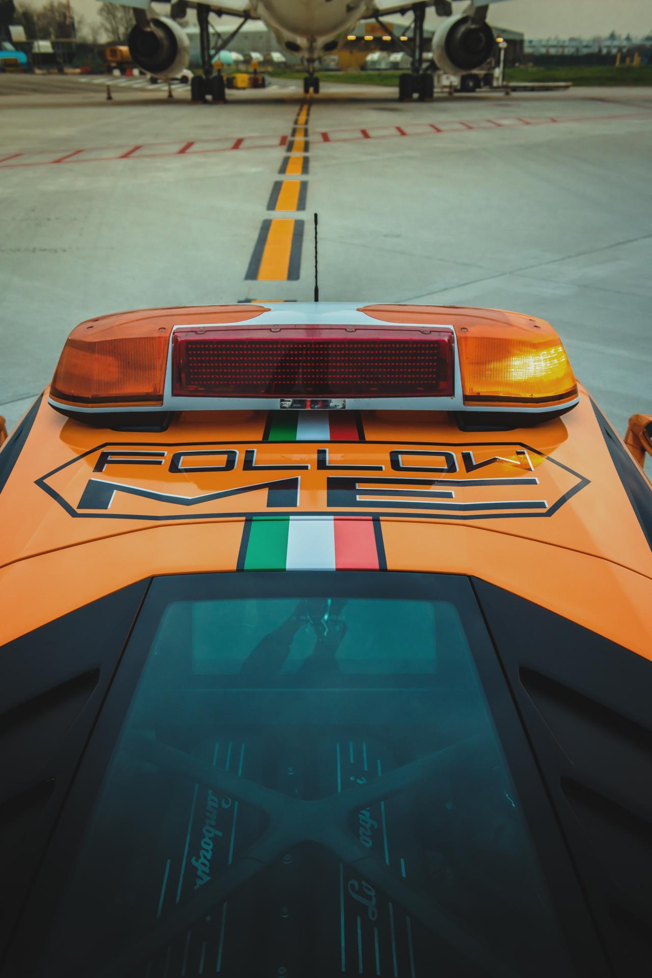Lamborghini-Huracan-RWD-Follow-Me-Car-Bologna-Airport-10