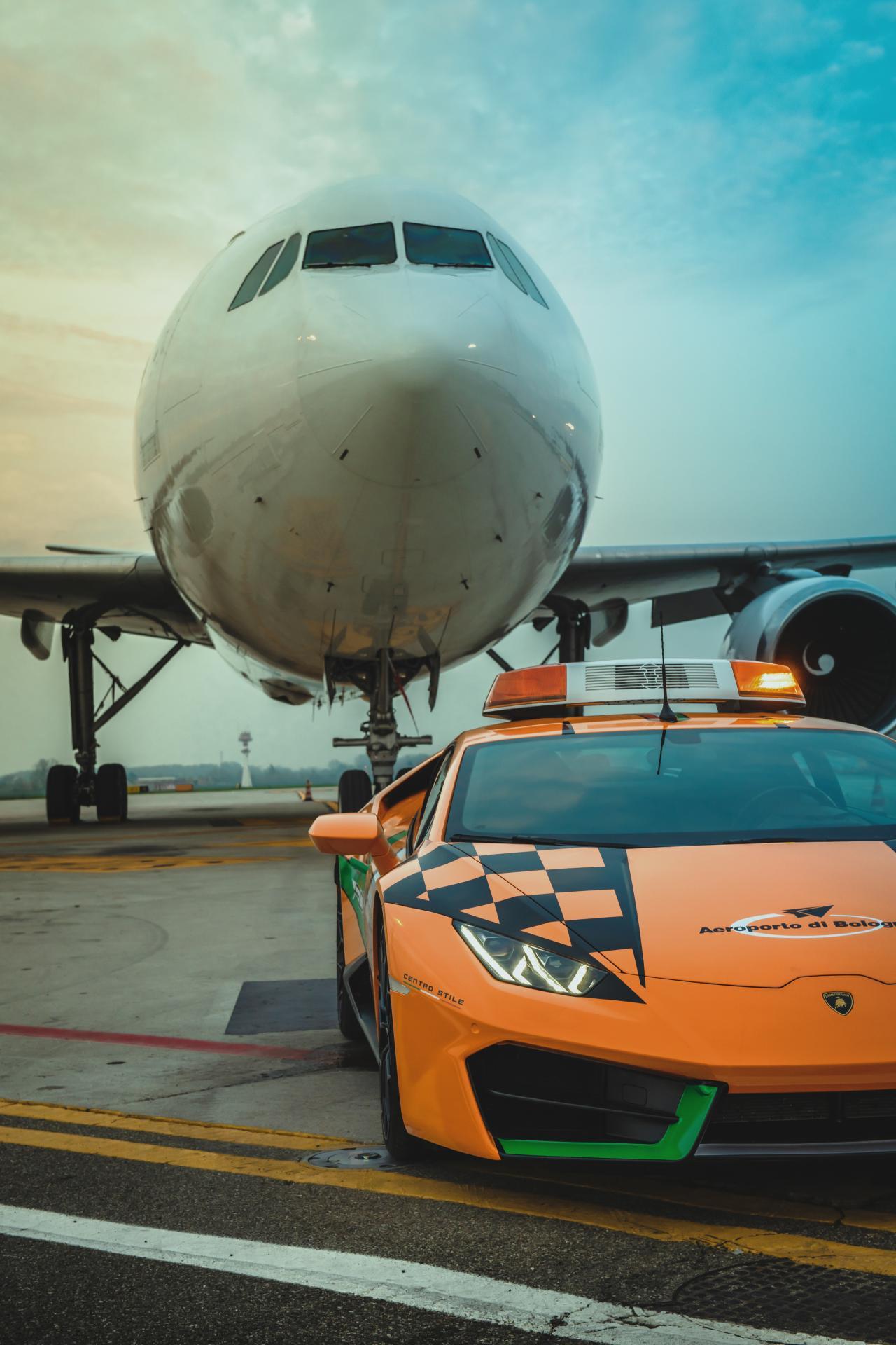 Lamborghini-Huracan-RWD-Follow-Me-Car-Bologna-Airport-12