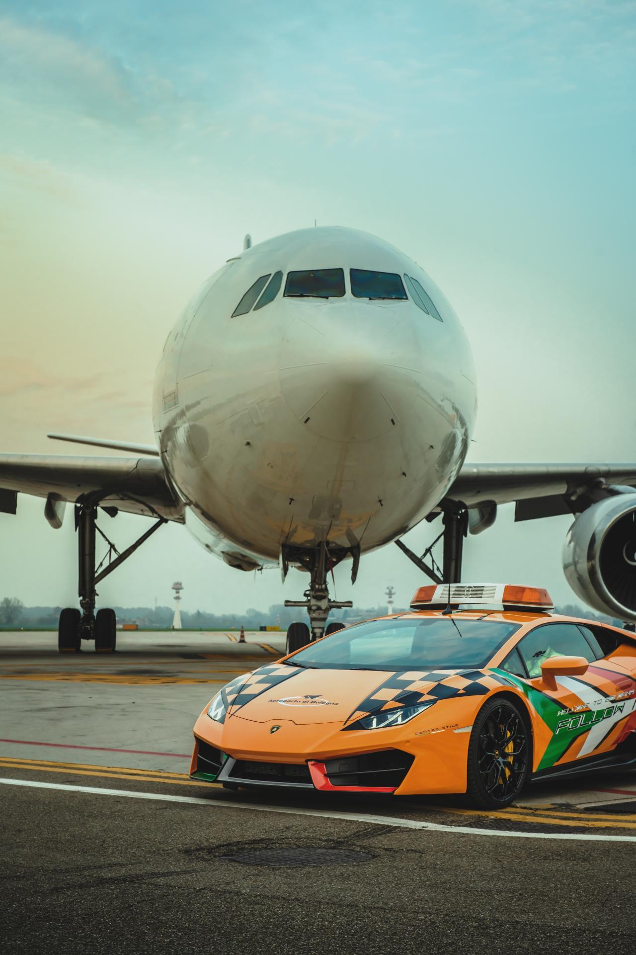 Lamborghini-Huracan-RWD-Follow-Me-Car-Bologna-Airport-13