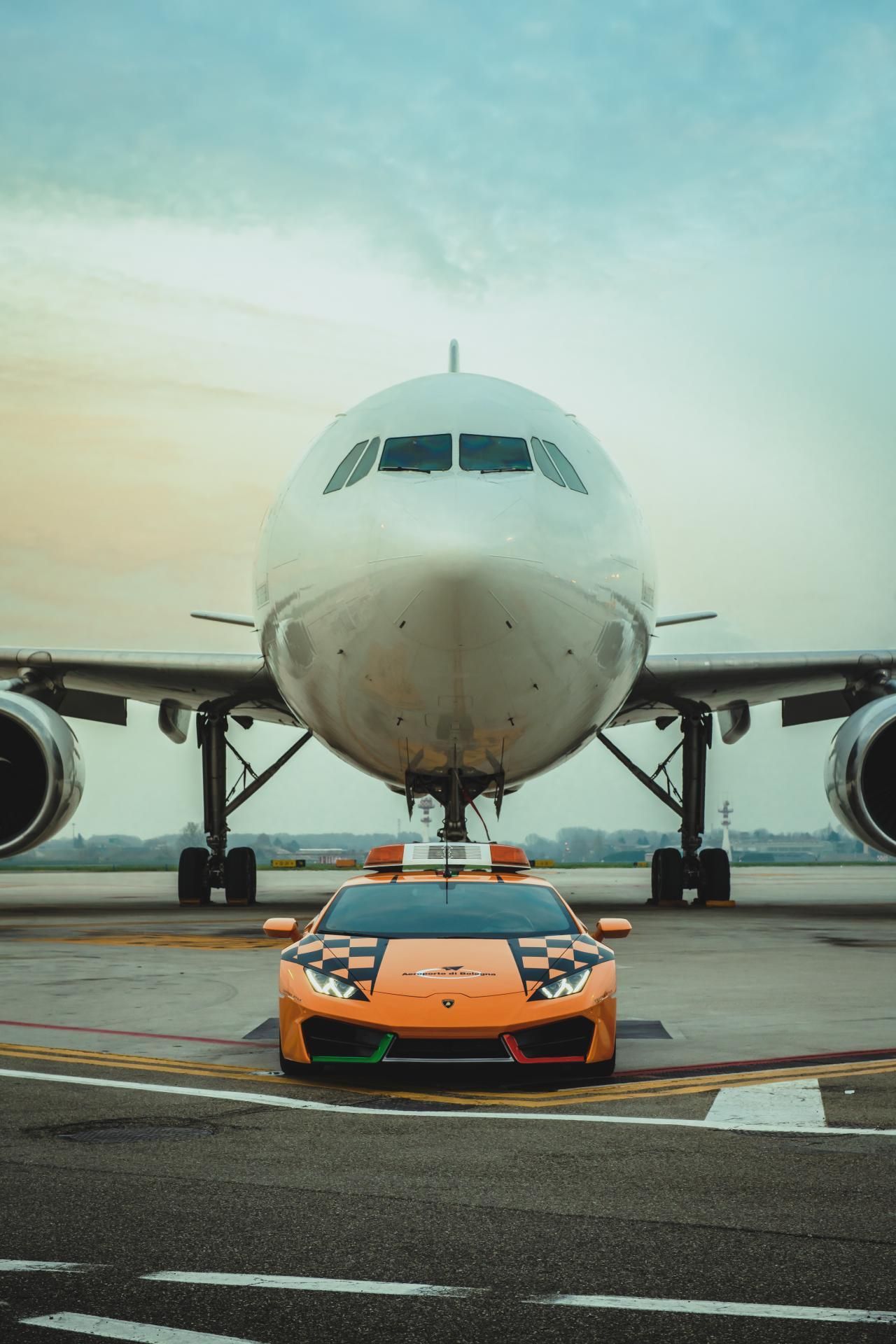 Lamborghini-Huracan-RWD-Follow-Me-Car-Bologna-Airport-2