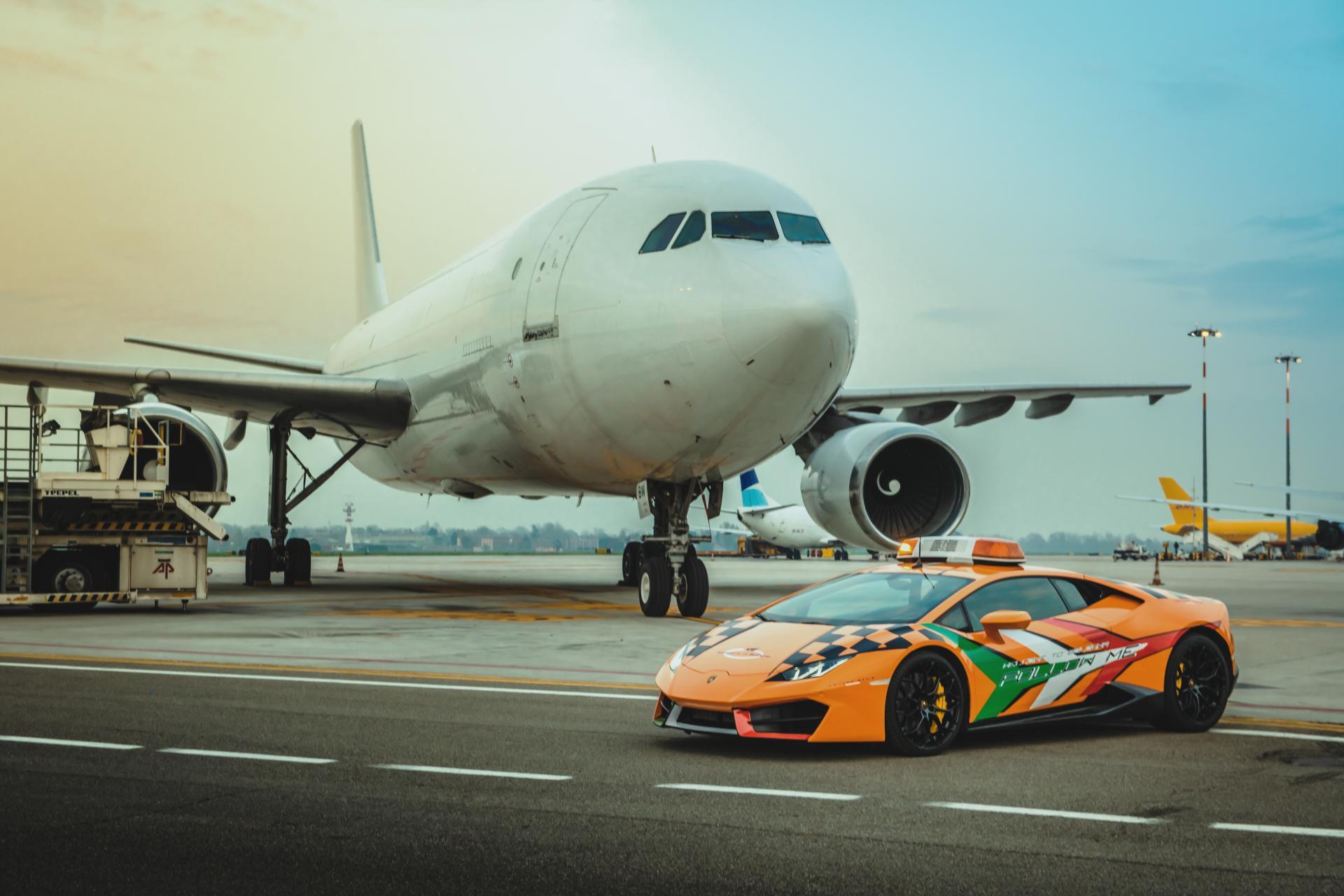 Lamborghini-Huracan-RWD-Follow-Me-Car-Bologna-Airport-3