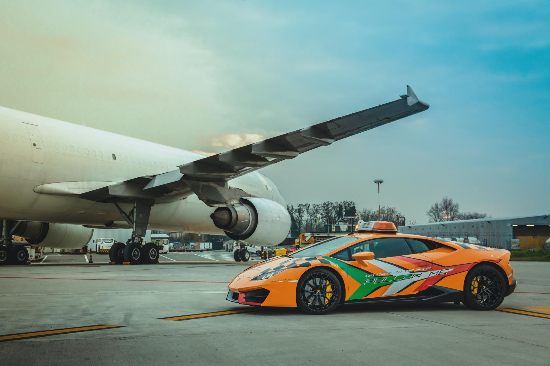 Lamborghini-Huracan-RWD-Follow-Me-Car-Bologna-Airport-4