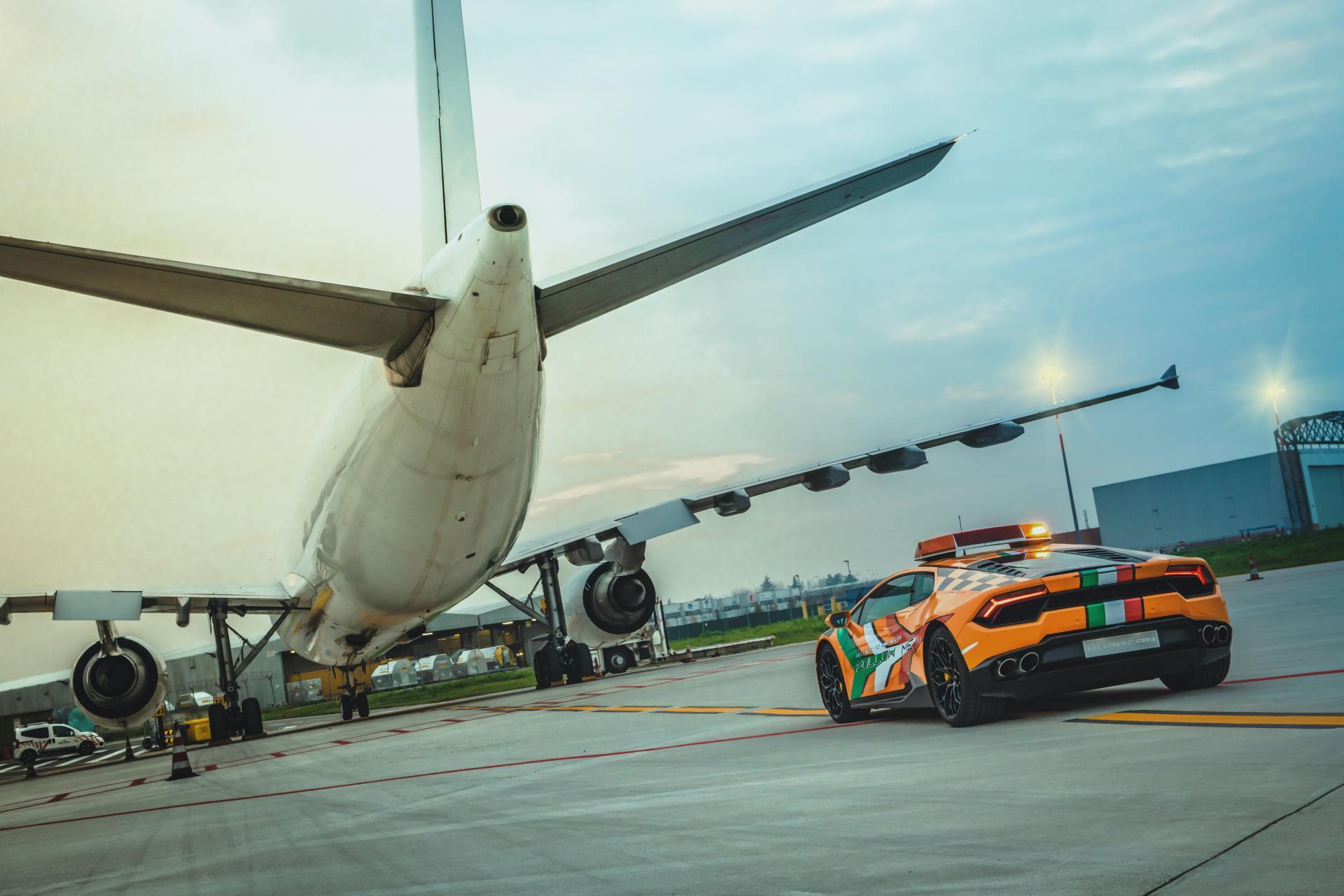 Lamborghini-Huracan-RWD-Follow-Me-Car-Bologna-Airport-5