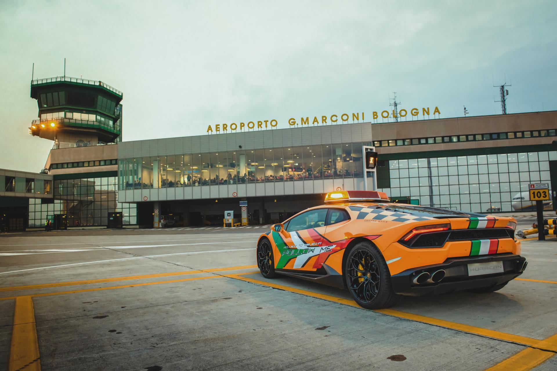 Lamborghini-Huracan-RWD-Follow-Me-Car-Bologna-Airport-6