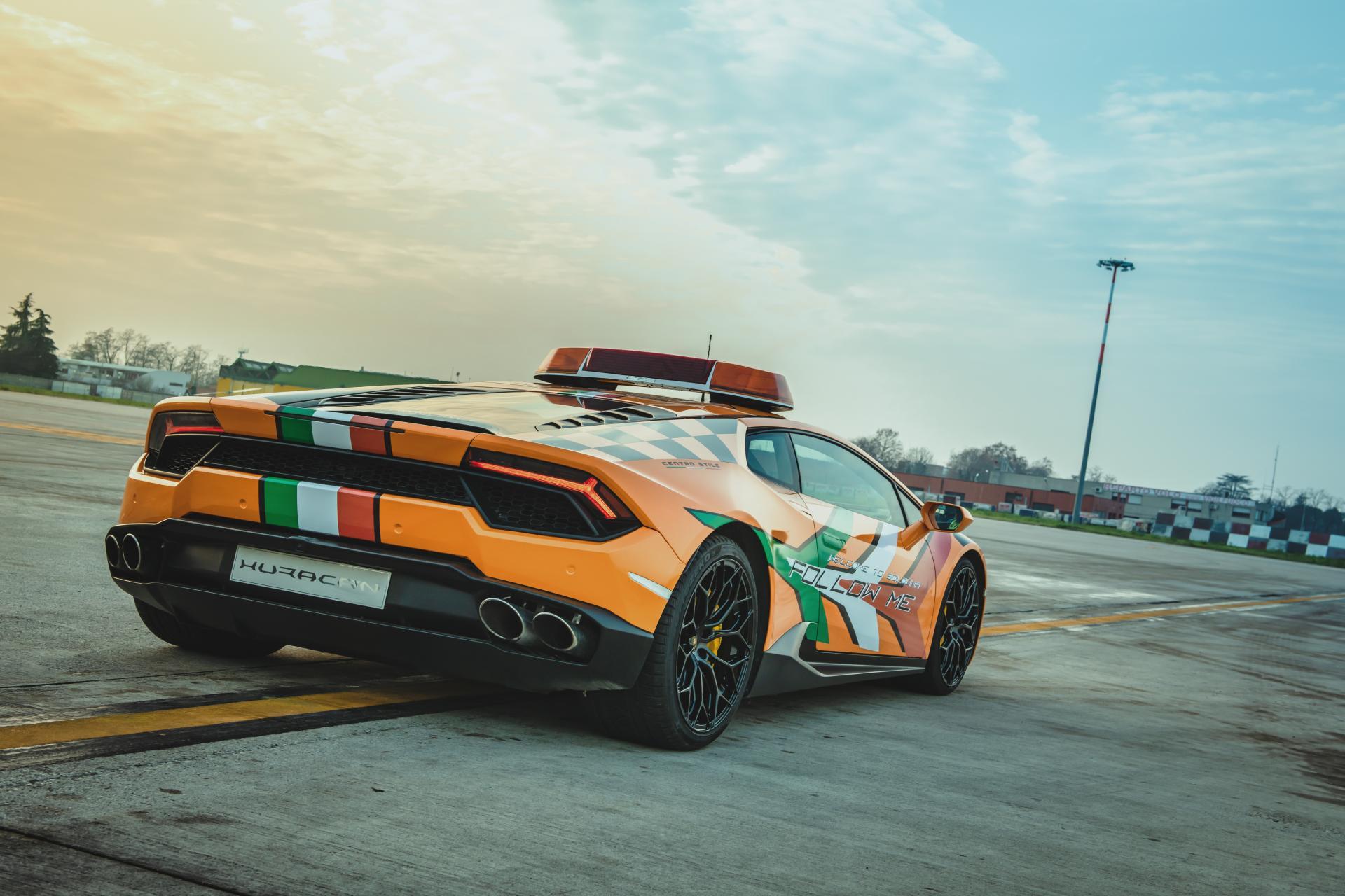 Lamborghini-Huracan-RWD-Follow-Me-Car-Bologna-Airport-7