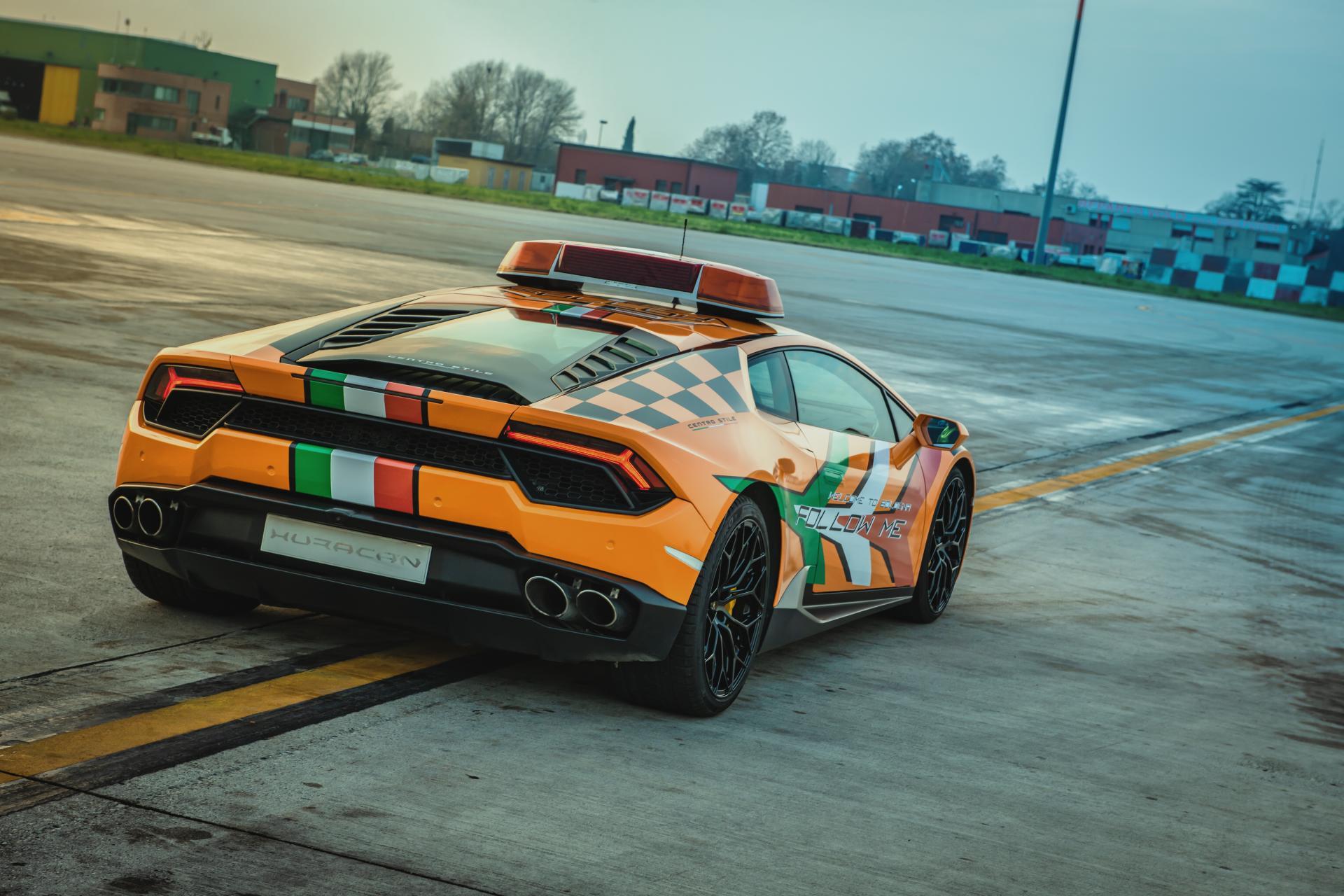 Lamborghini-Huracan-RWD-Follow-Me-Car-Bologna-Airport-8