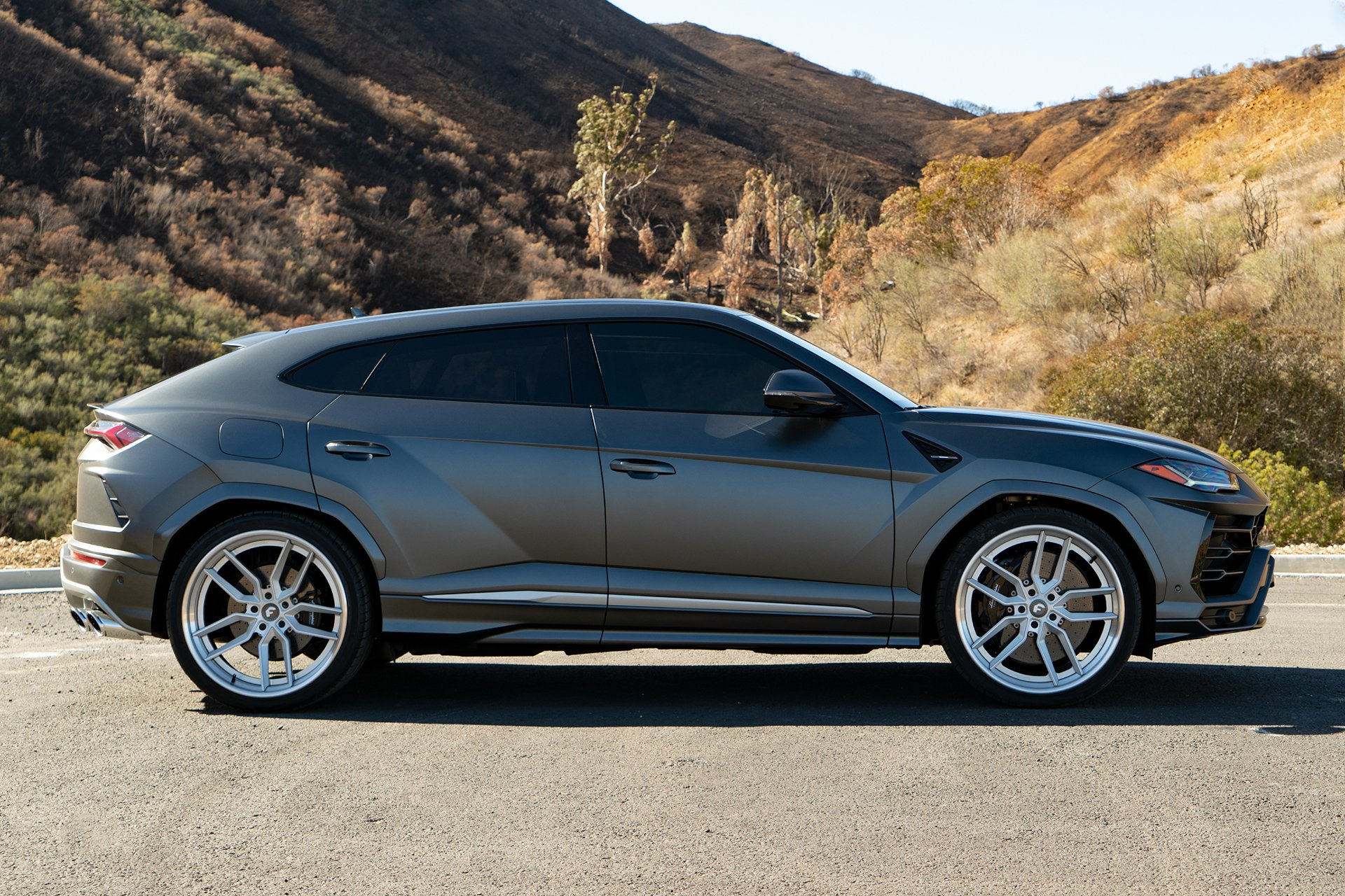 Lamborghini Urus with Forgiato TEC 39 wheel (2)