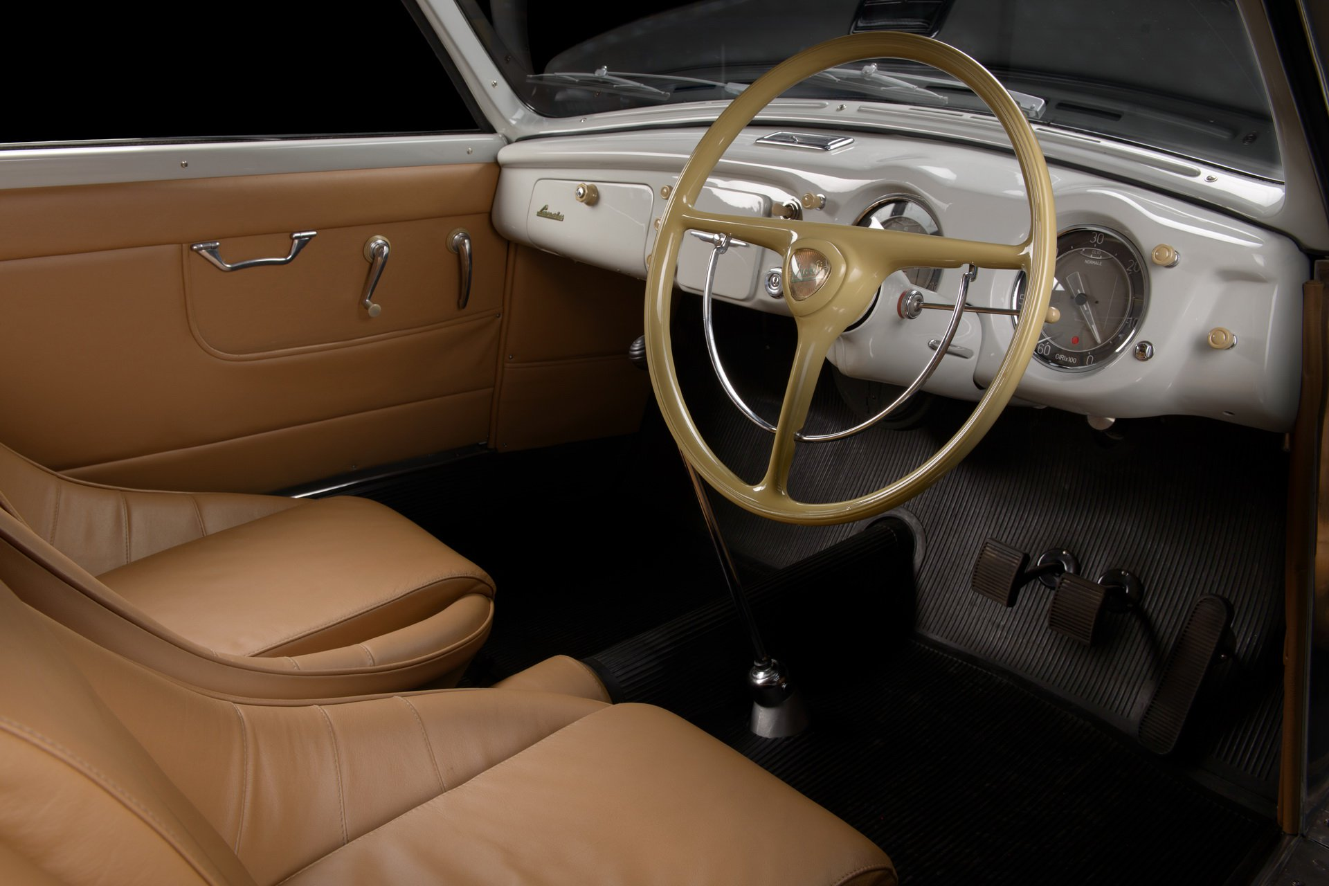 Lancia-Aurelia-B20-GT-restored-11
