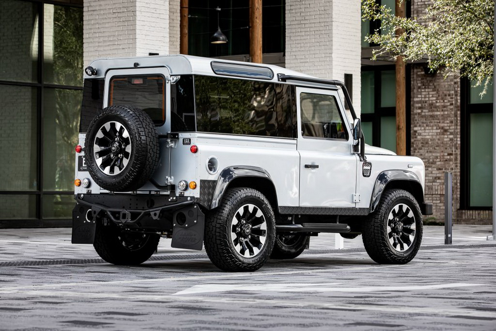 Land-Rover-Defender-Project-Blackcomb-by-ECD-2