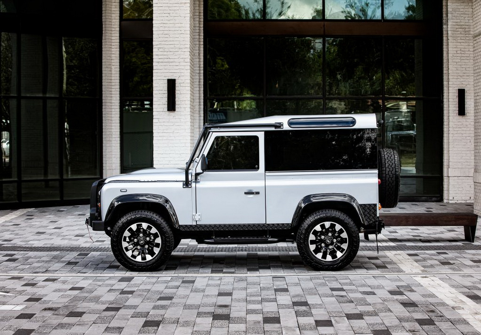 Land-Rover-Defender-Project-Blackcomb-by-ECD-3