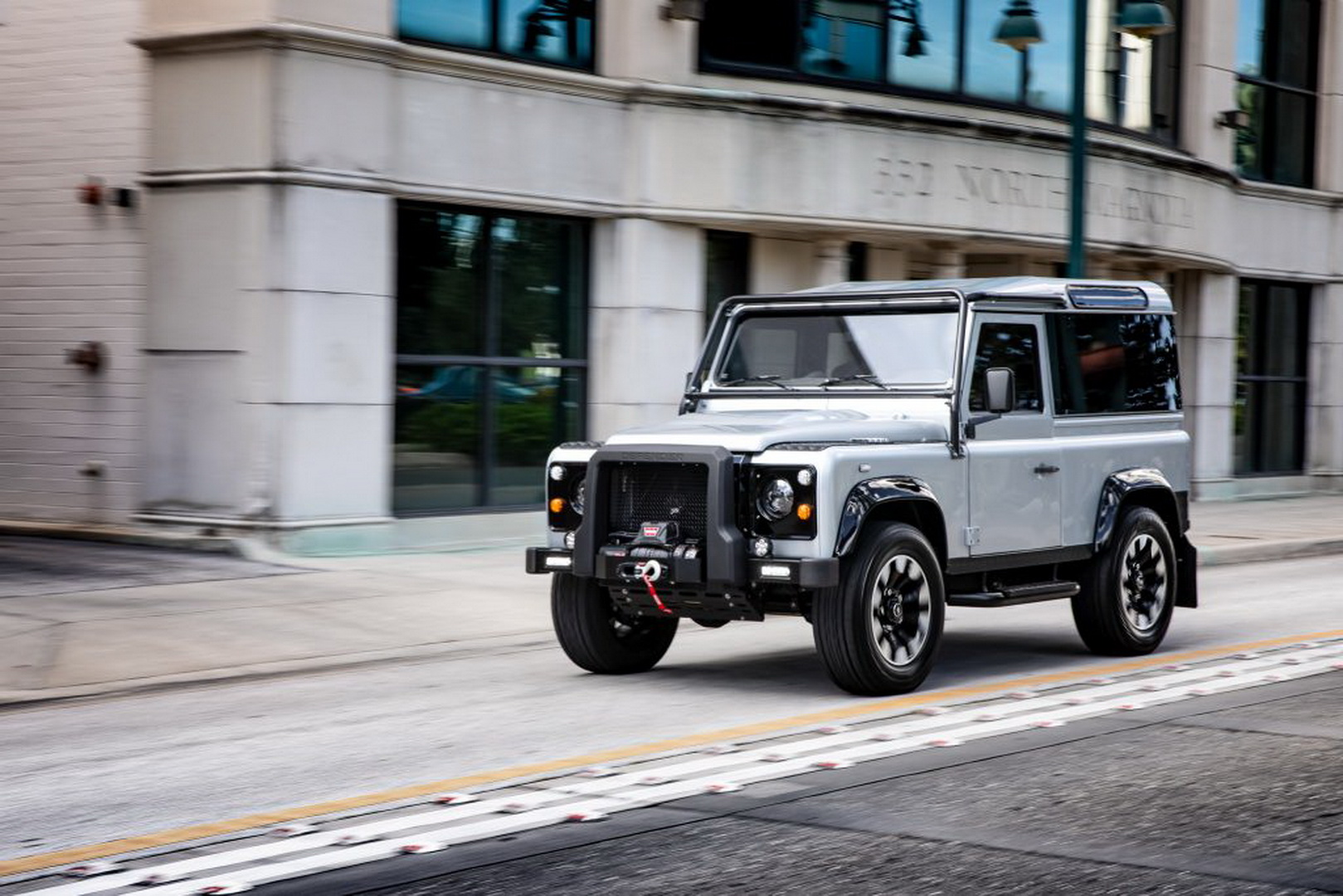 Land-Rover-Defender-Project-Blackcomb-by-ECD-5