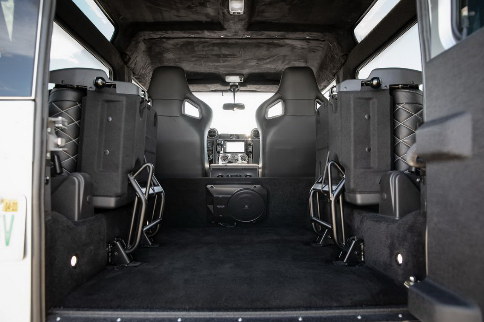 Land-Rover-Defender-Project-Blackcomb-by-ECD-6