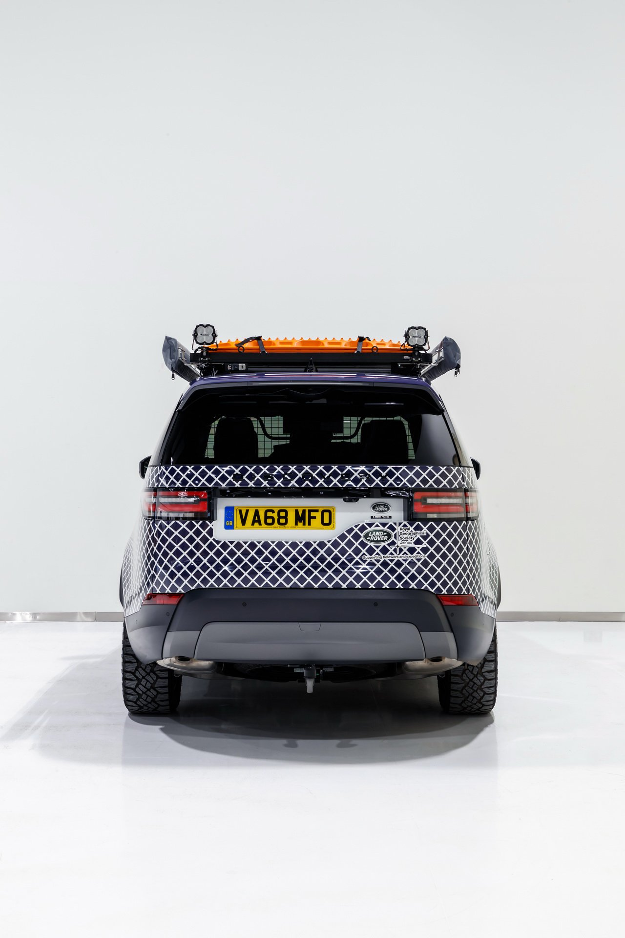 Land Rover Discovery Mobile Malaria Project (8)