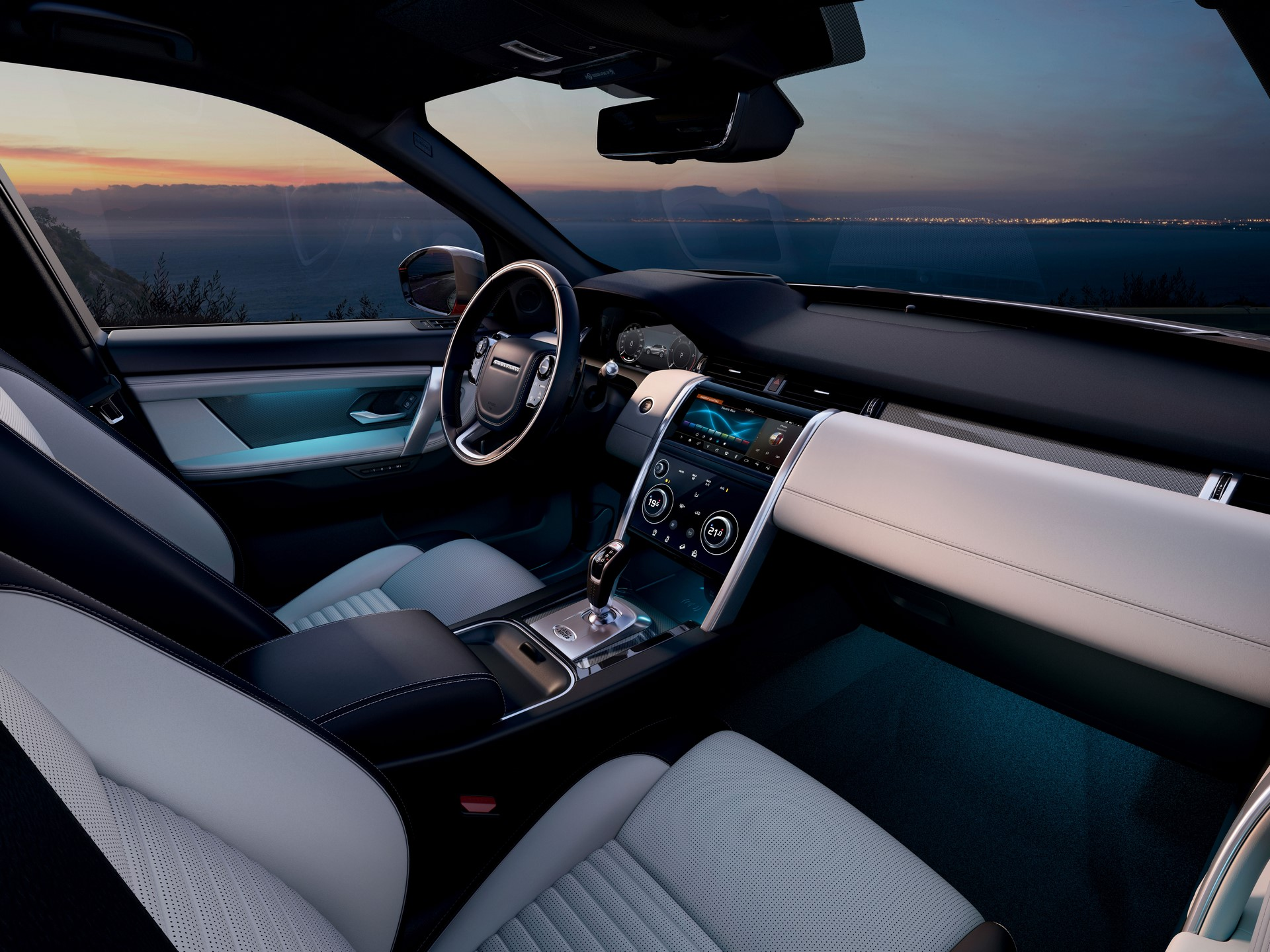 Land-Rover-Discovery-Sport-2020-40