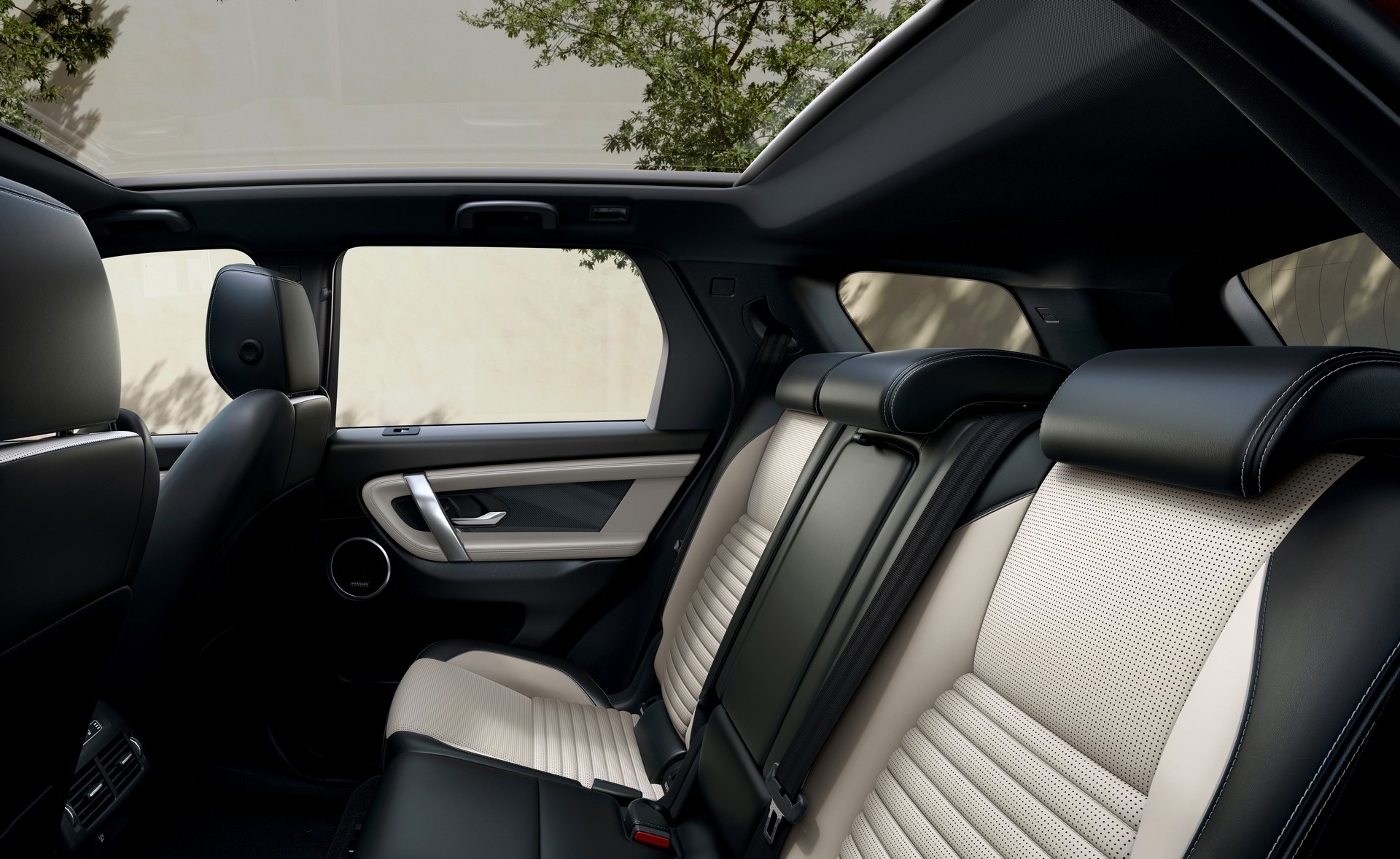 Land-Rover-Discovery-Sport-2020-41