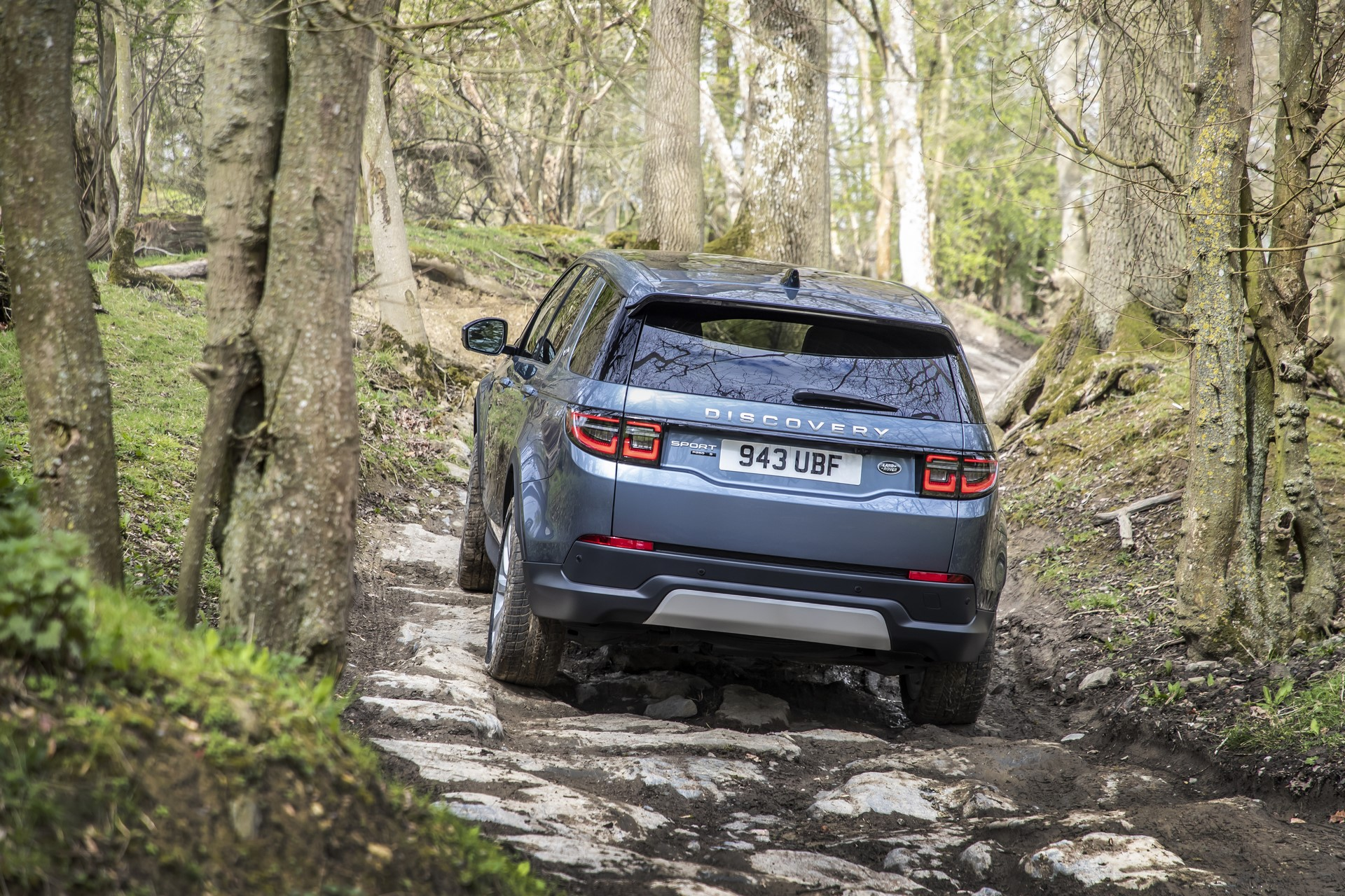 Land-Rover-Discovery-Sport-2020-52