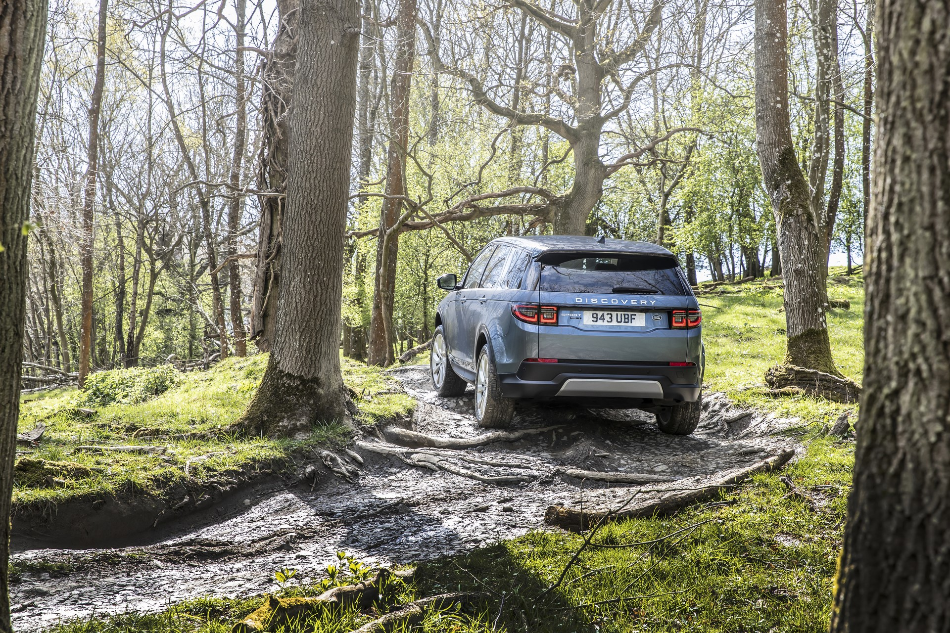 Land-Rover-Discovery-Sport-2020-54