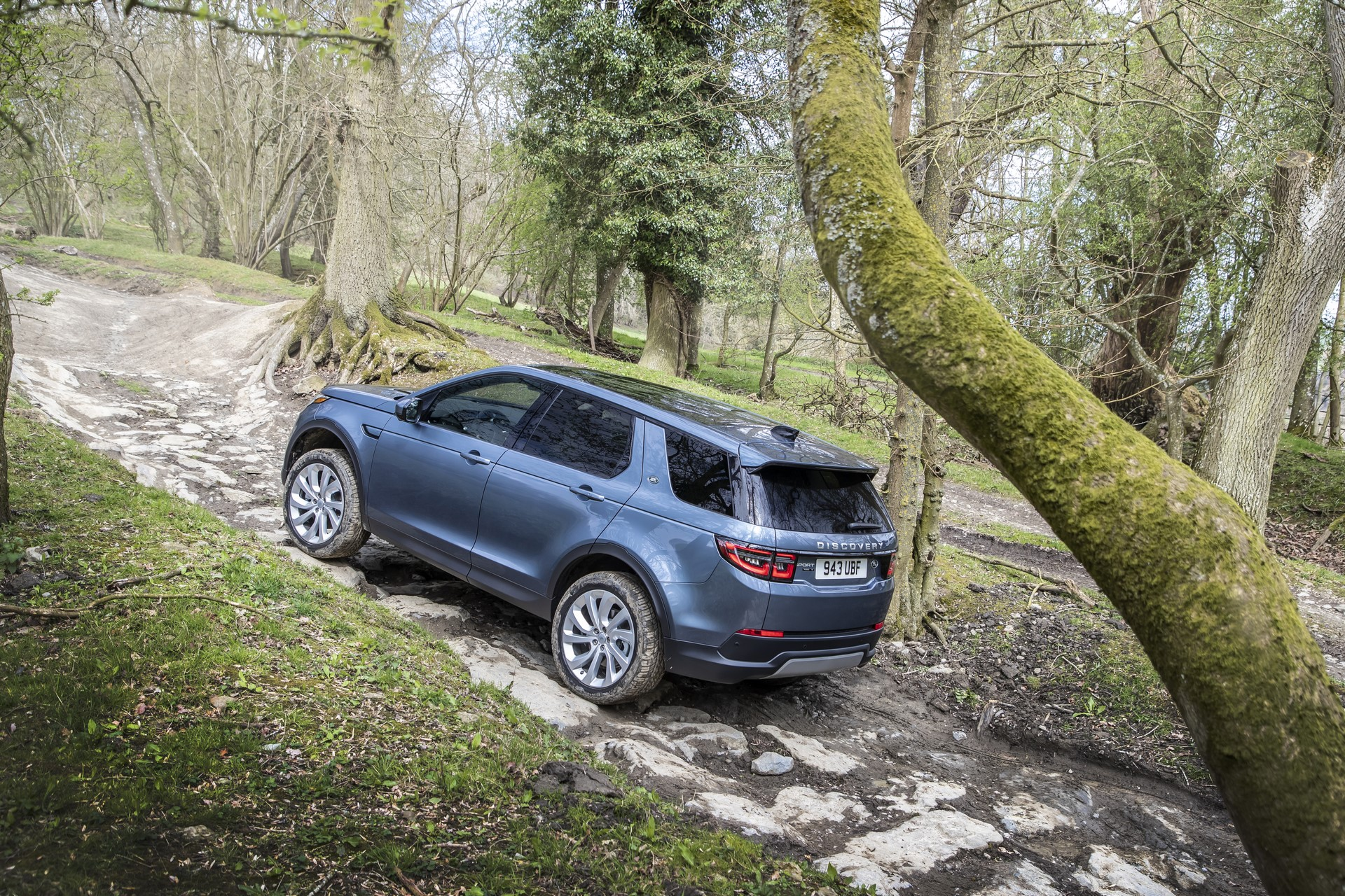 Land-Rover-Discovery-Sport-2020-55