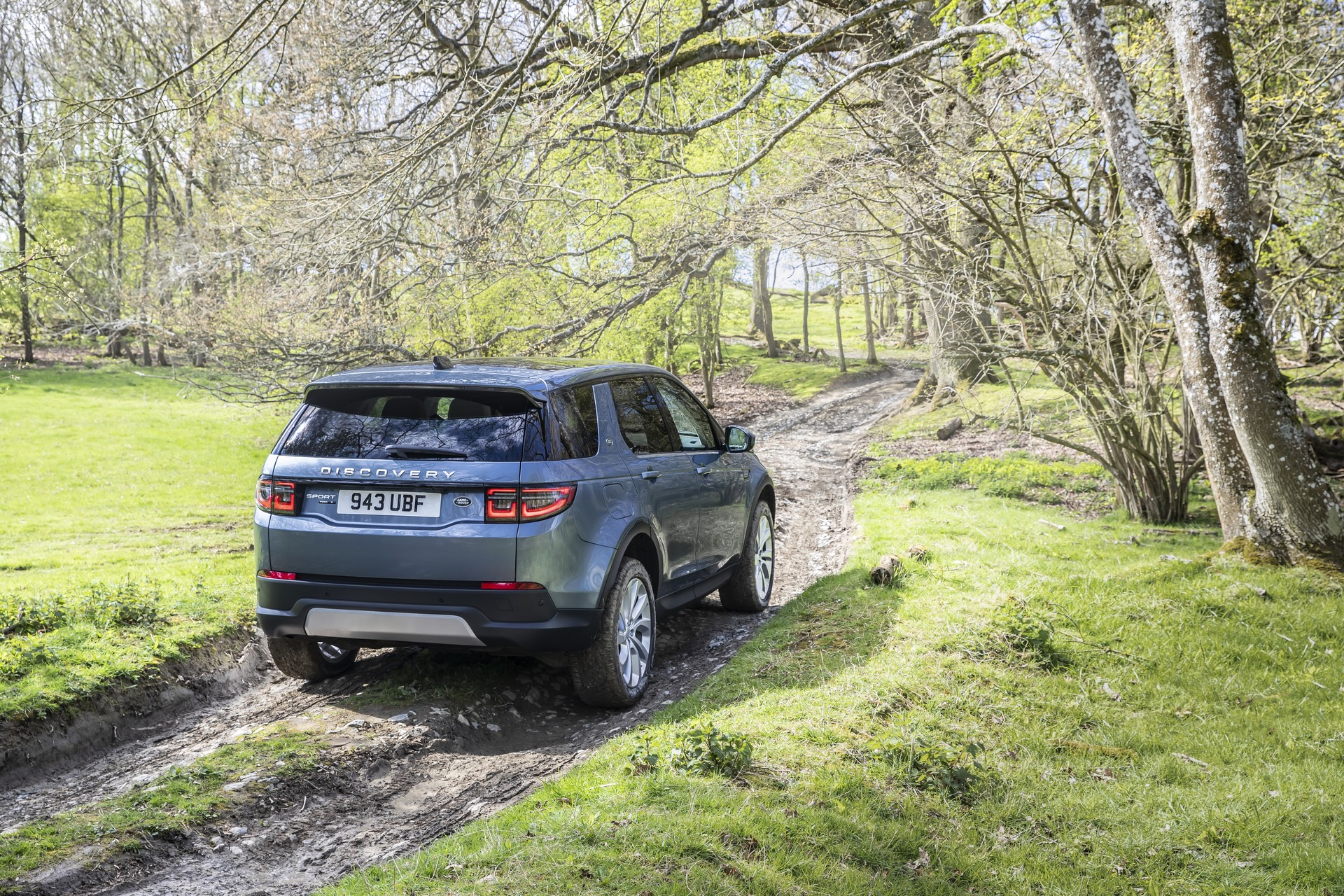 Land-Rover-Discovery-Sport-2020-56