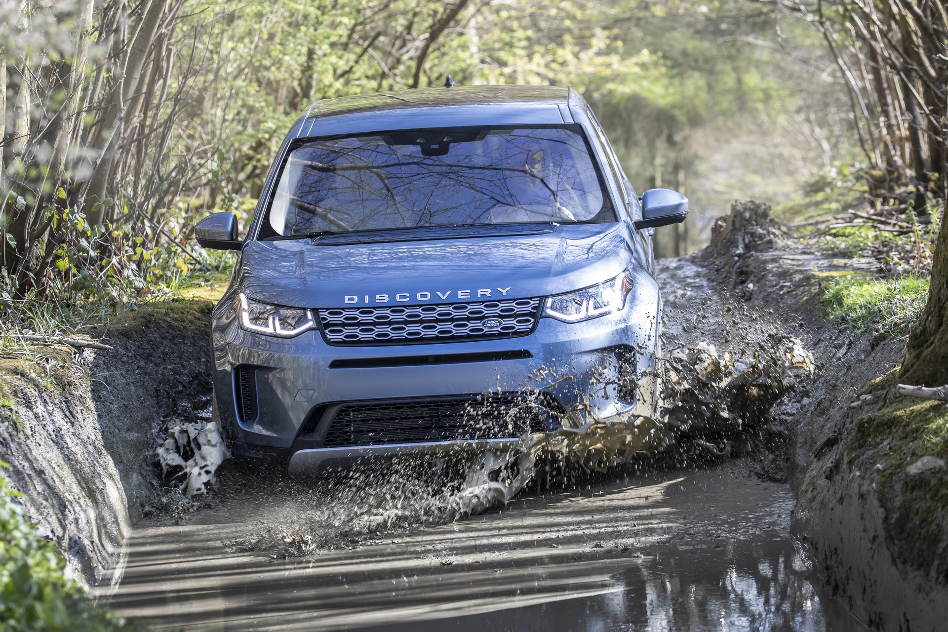 Land-Rover-Discovery-Sport-2020-57