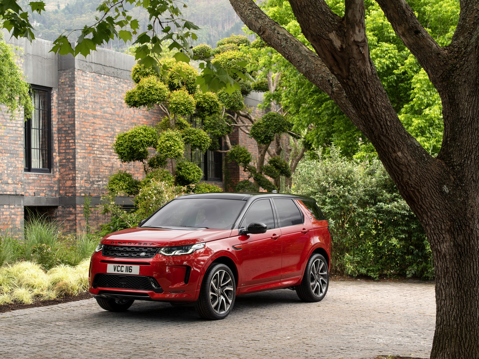 Land-Rover-Discovery-Sport-2020-82