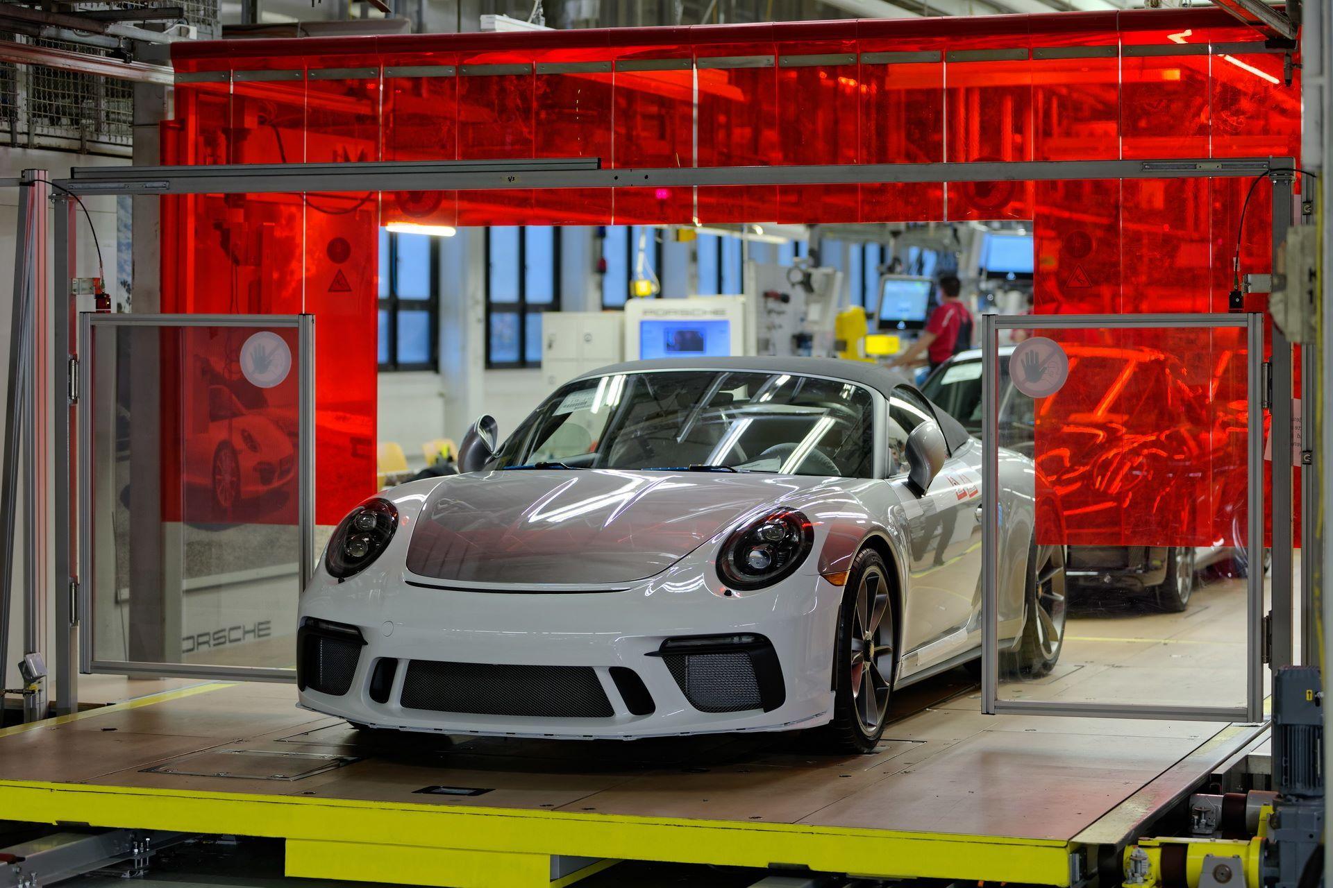 1_Last-Porsche-991-911-Speedster-plant-factory-workers-2