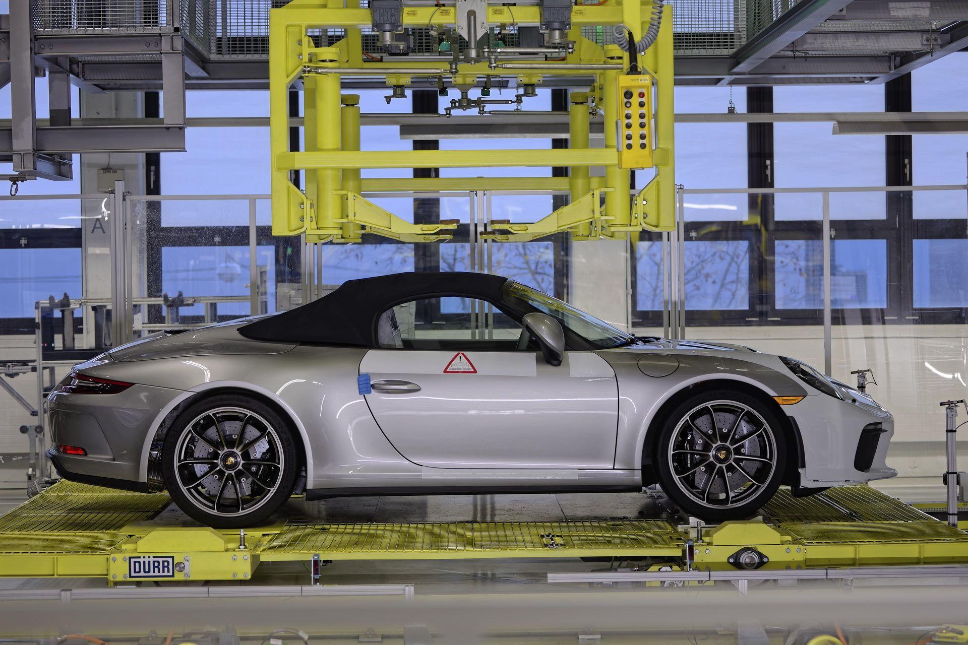1_Last-Porsche-991-911-Speedster-plant-factory-workers-3