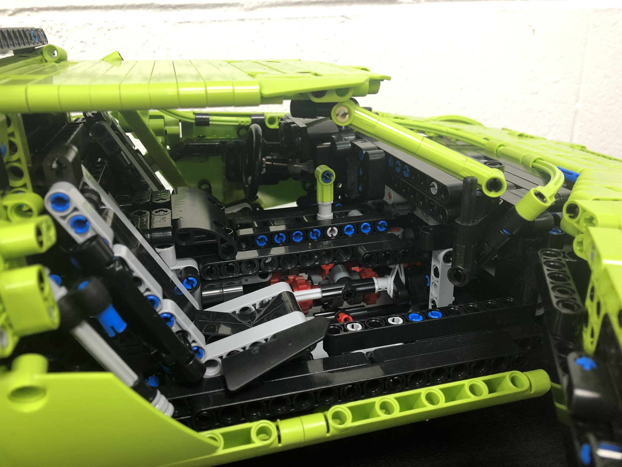 Lego Technic Lancia Stratos Porsche GT3 RS kit (3)