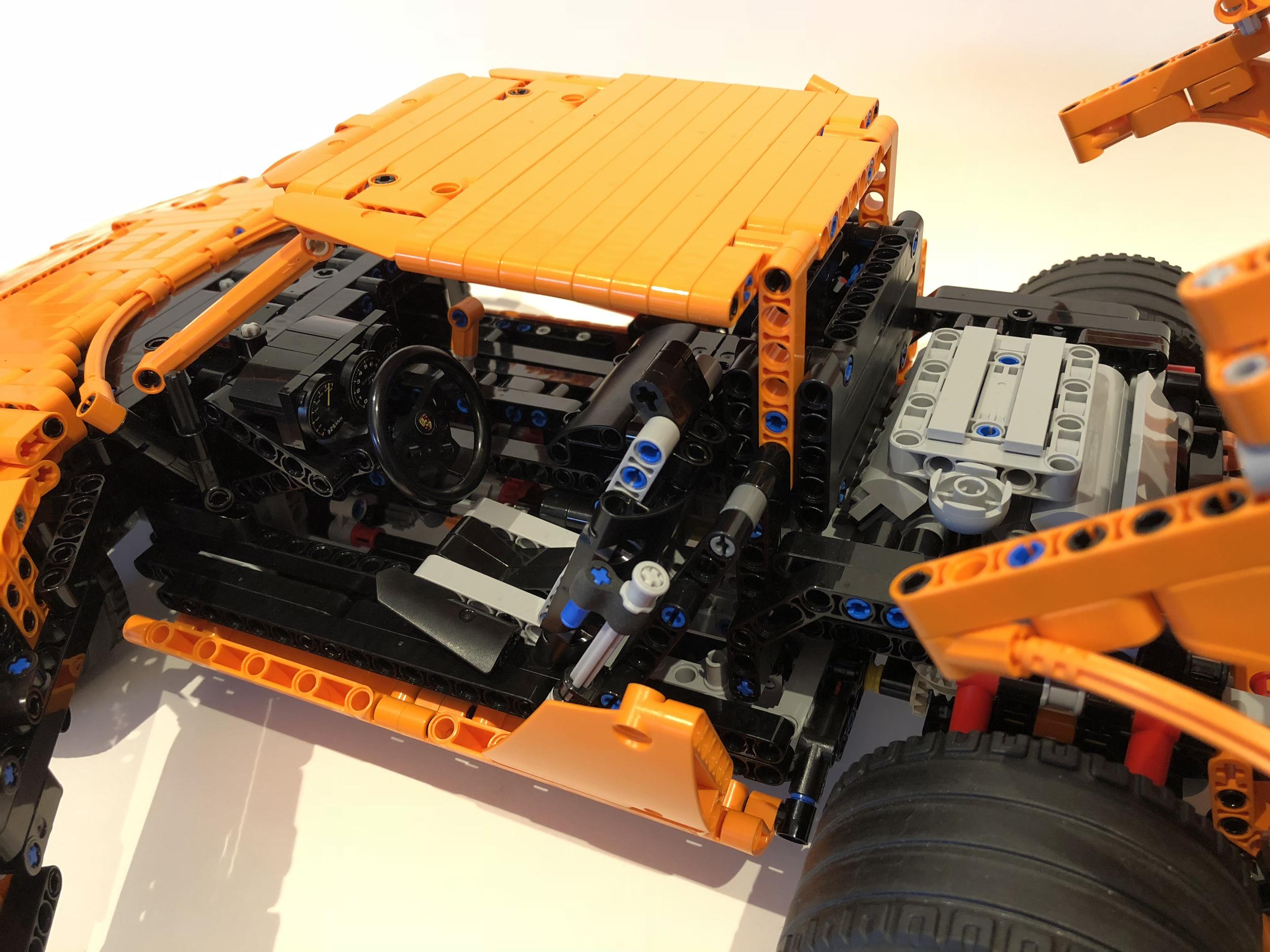 Lego Technic Lancia Stratos Porsche GT3 RS kit (9)